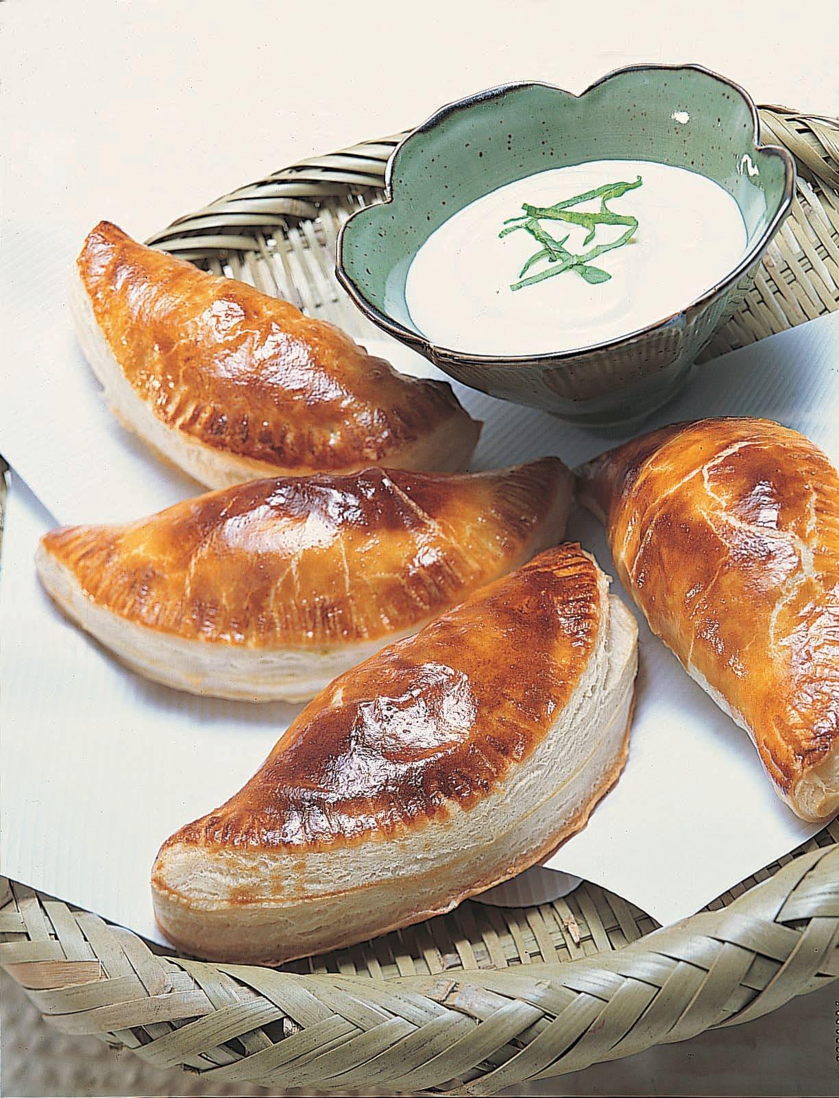 Chaussons légumes et fromage - sauce yogourt à l'oseille