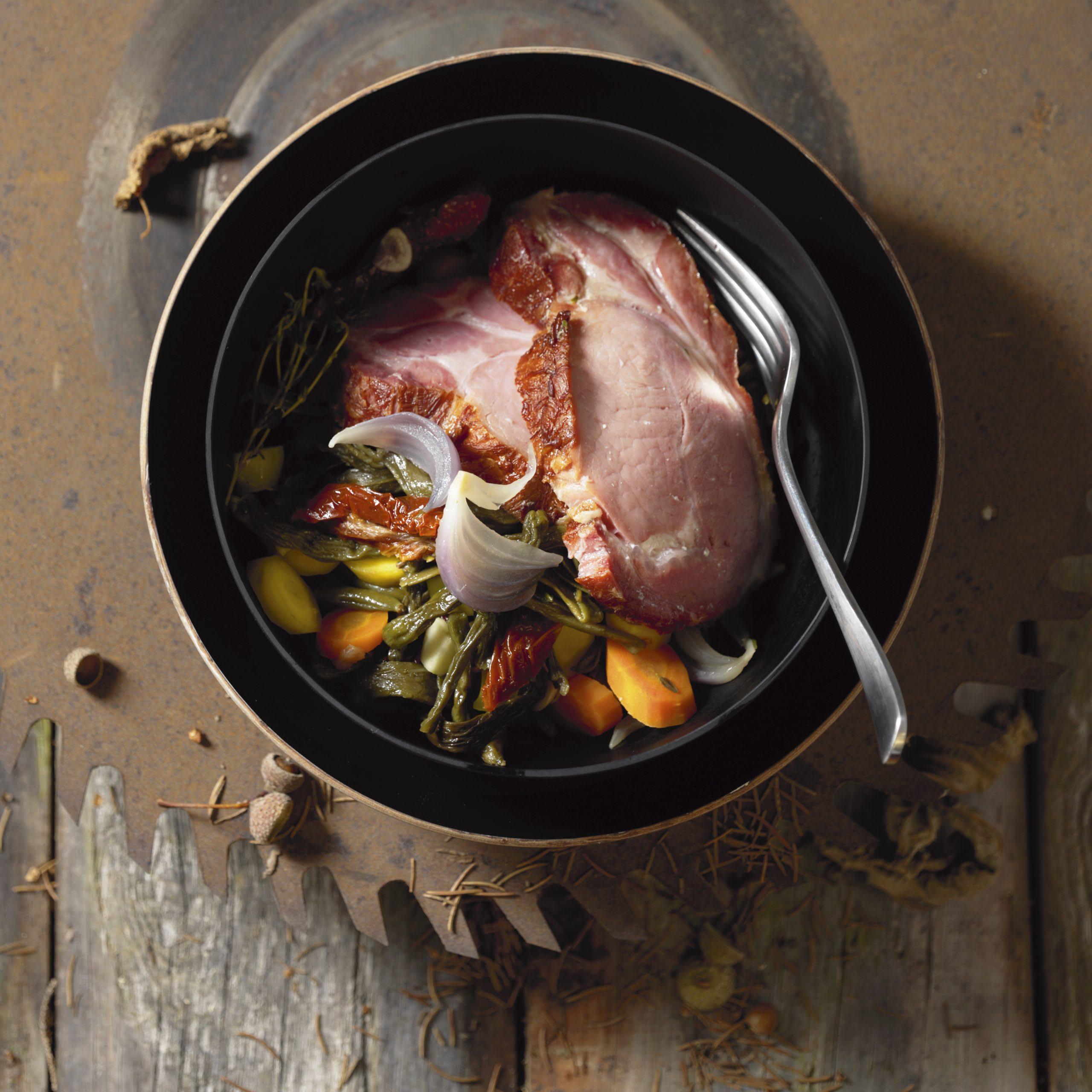 Potée de légumes et côtelettes de porc