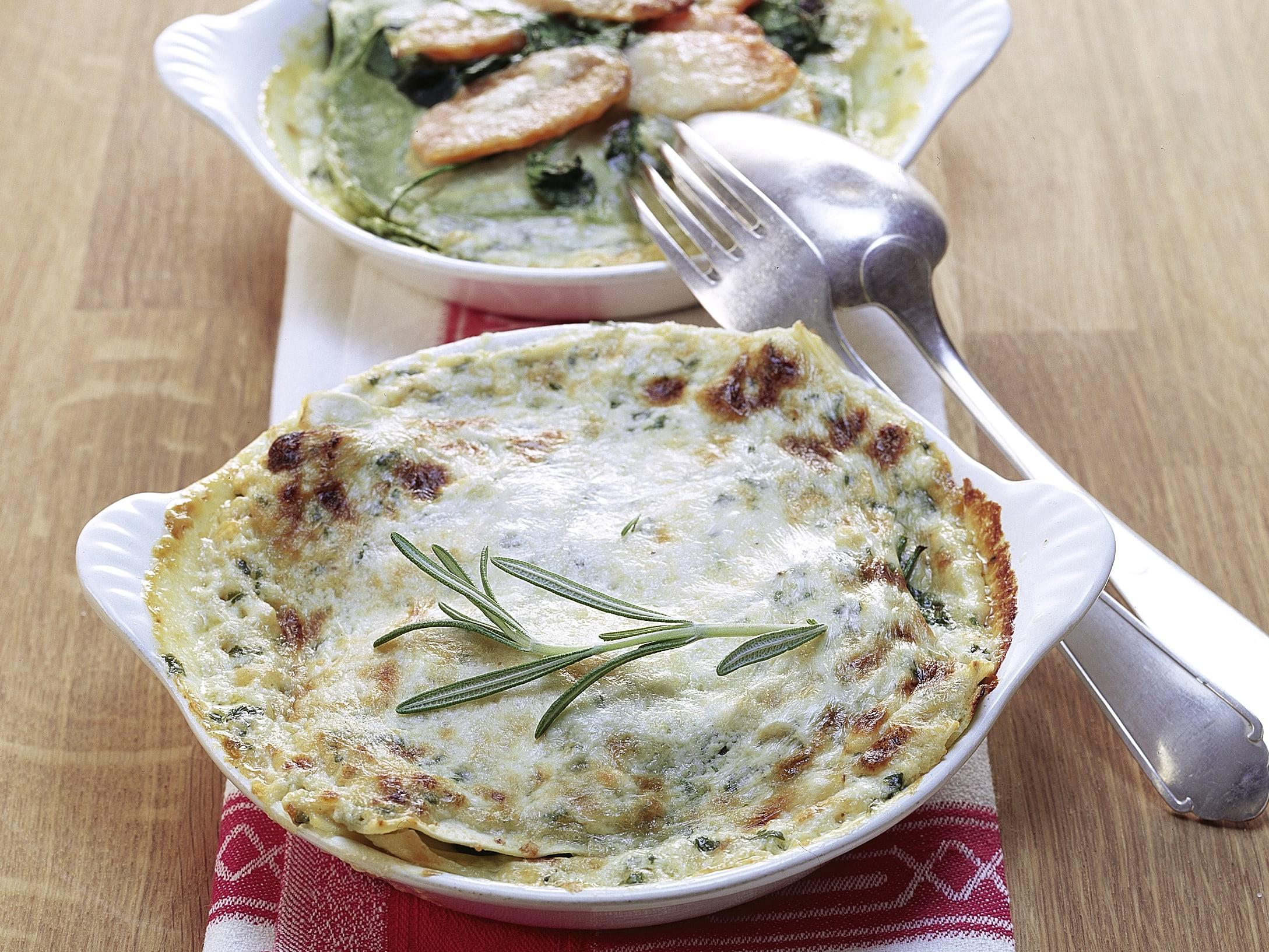 Lasagnes aux légumes et sauce au fromage et à l'ail des ours