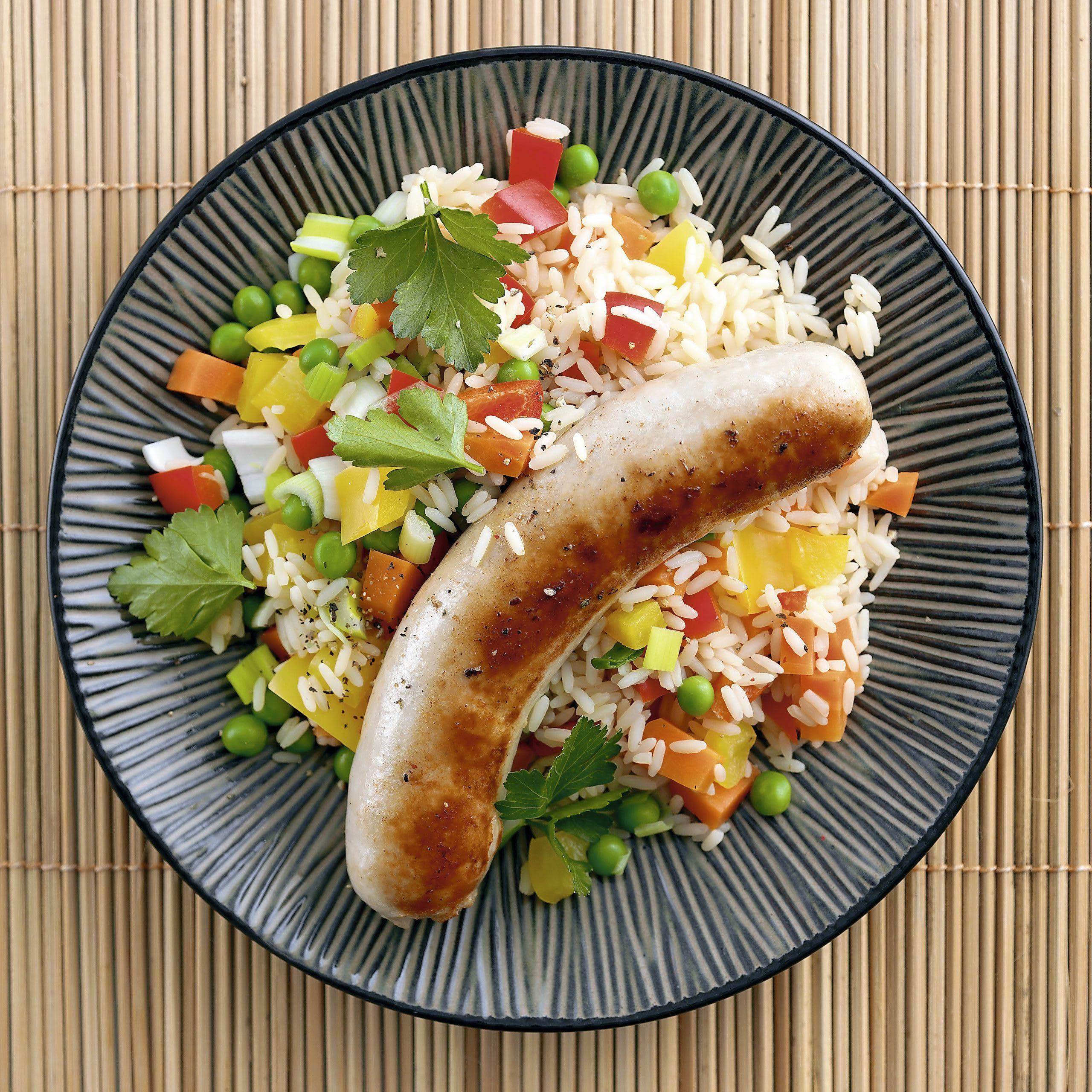 Gemüsereis mit Bratwurst