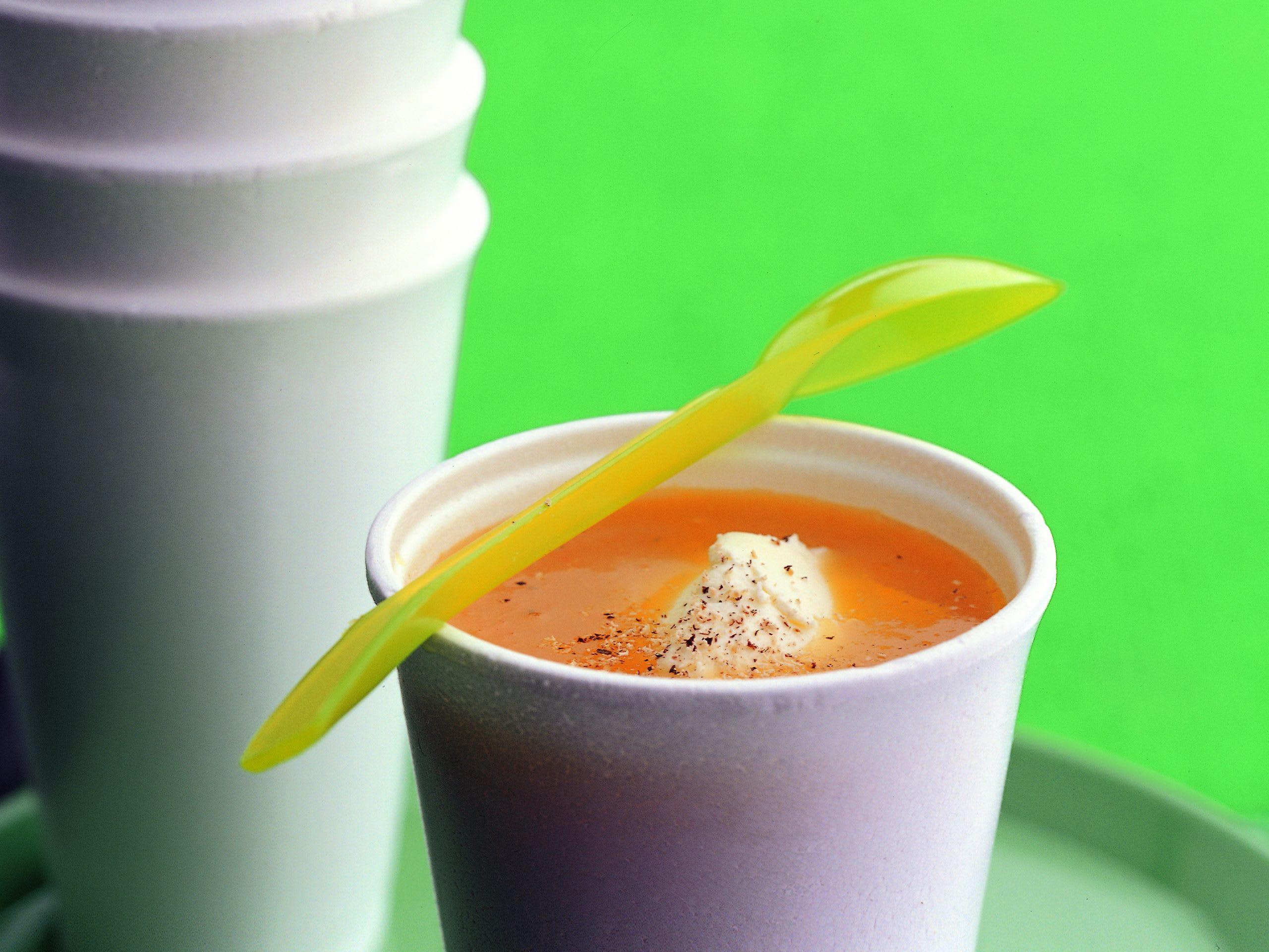 Soupe de légumes garnie de mascarpone