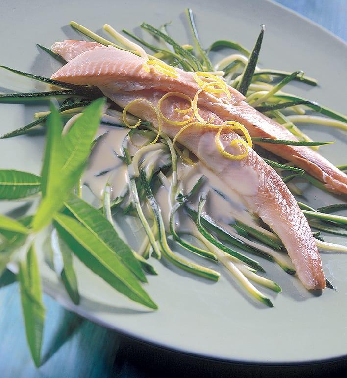 Geräucherte Ittinger Forellen mit Zucchinistreifen