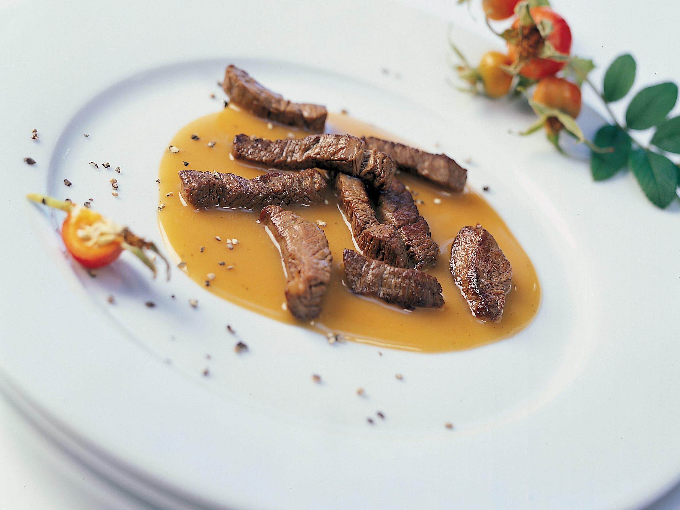 Emincé de chevreuil à la sauce d'argousier