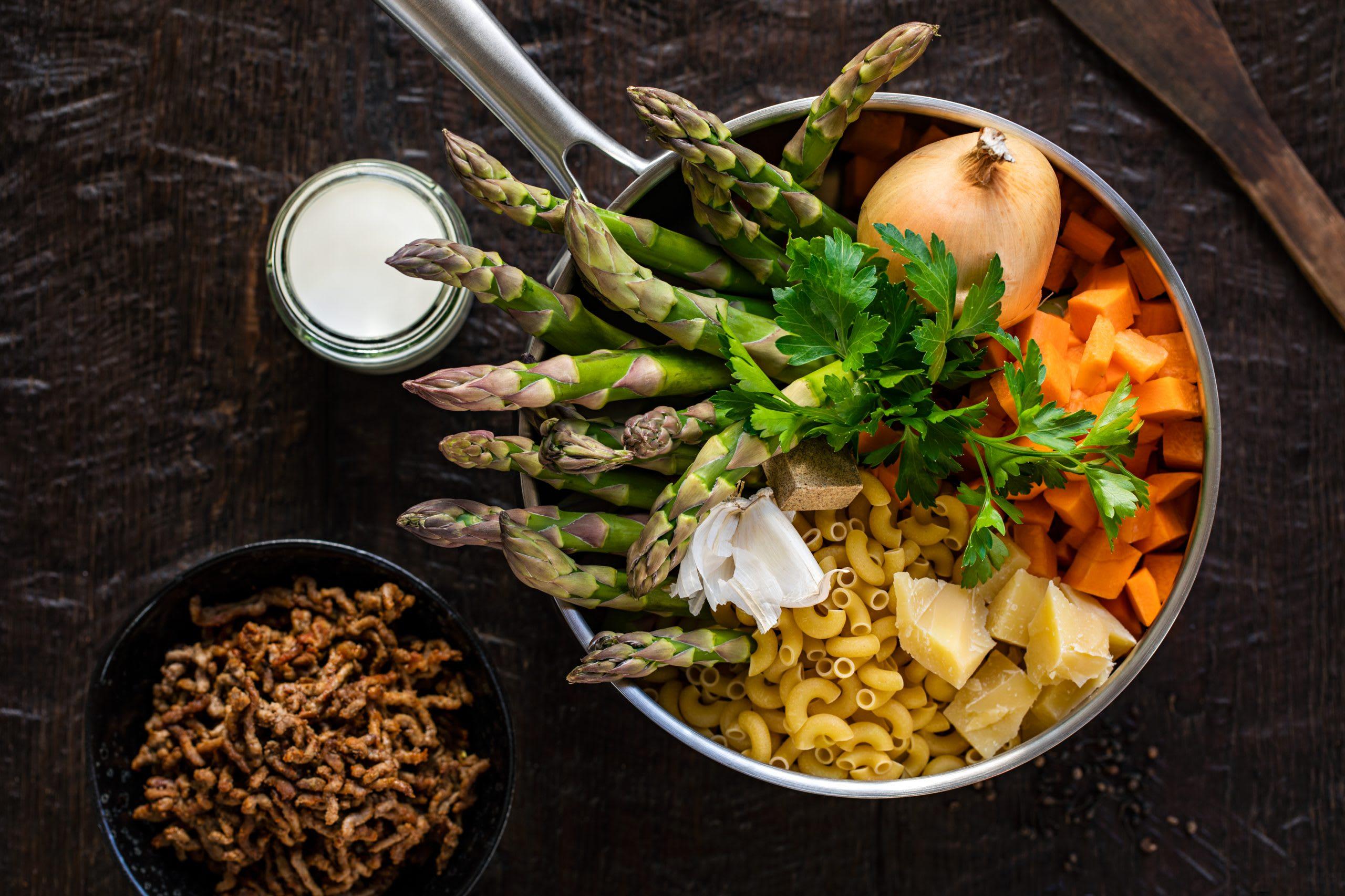 Cornettes à la viande hachée et aux asperges