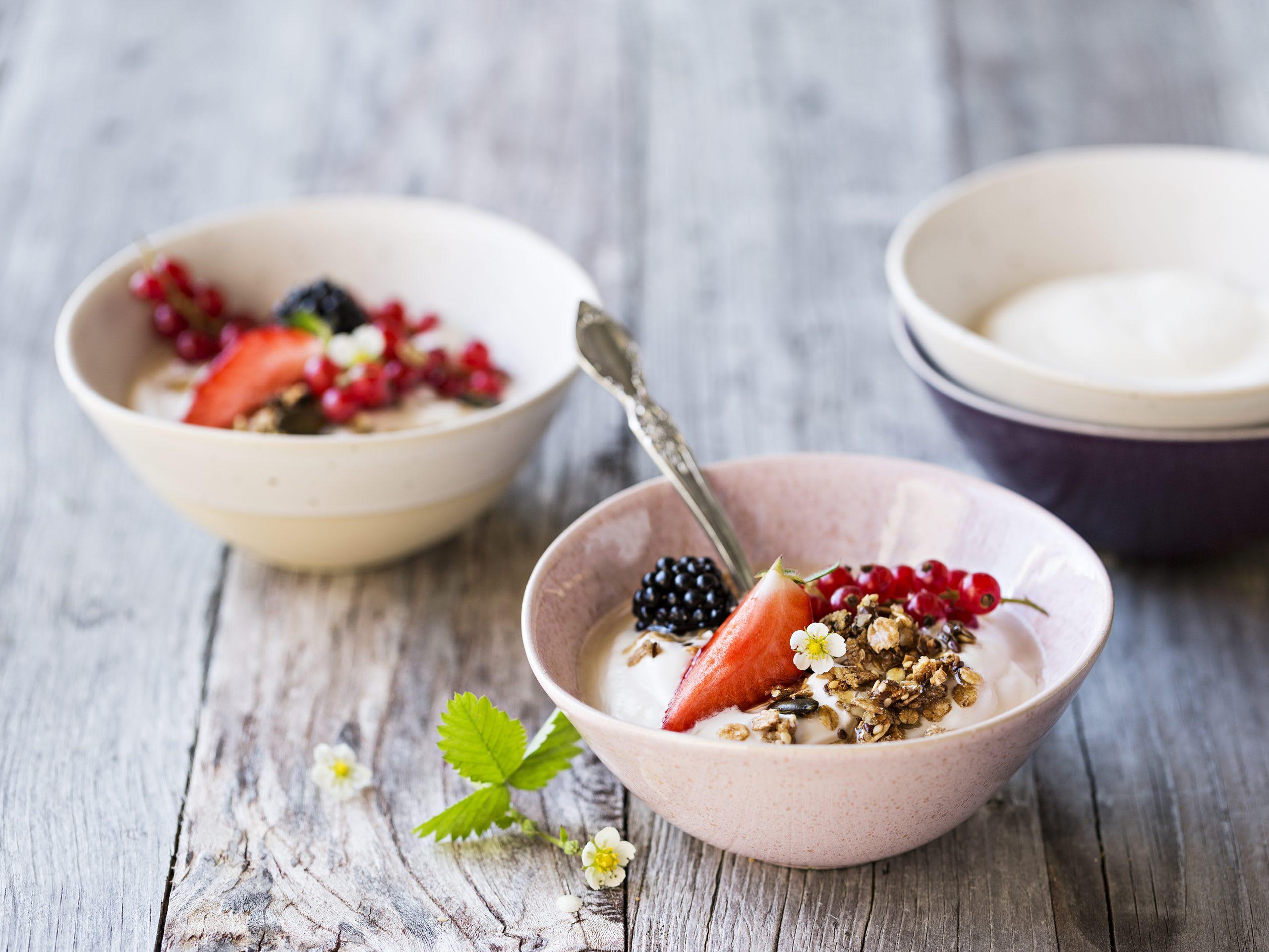 Granola aux fruits rouges et au séré