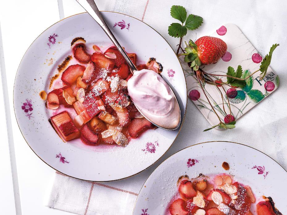 Gratinierte Rhabarber mit Erdbeer-Schaum