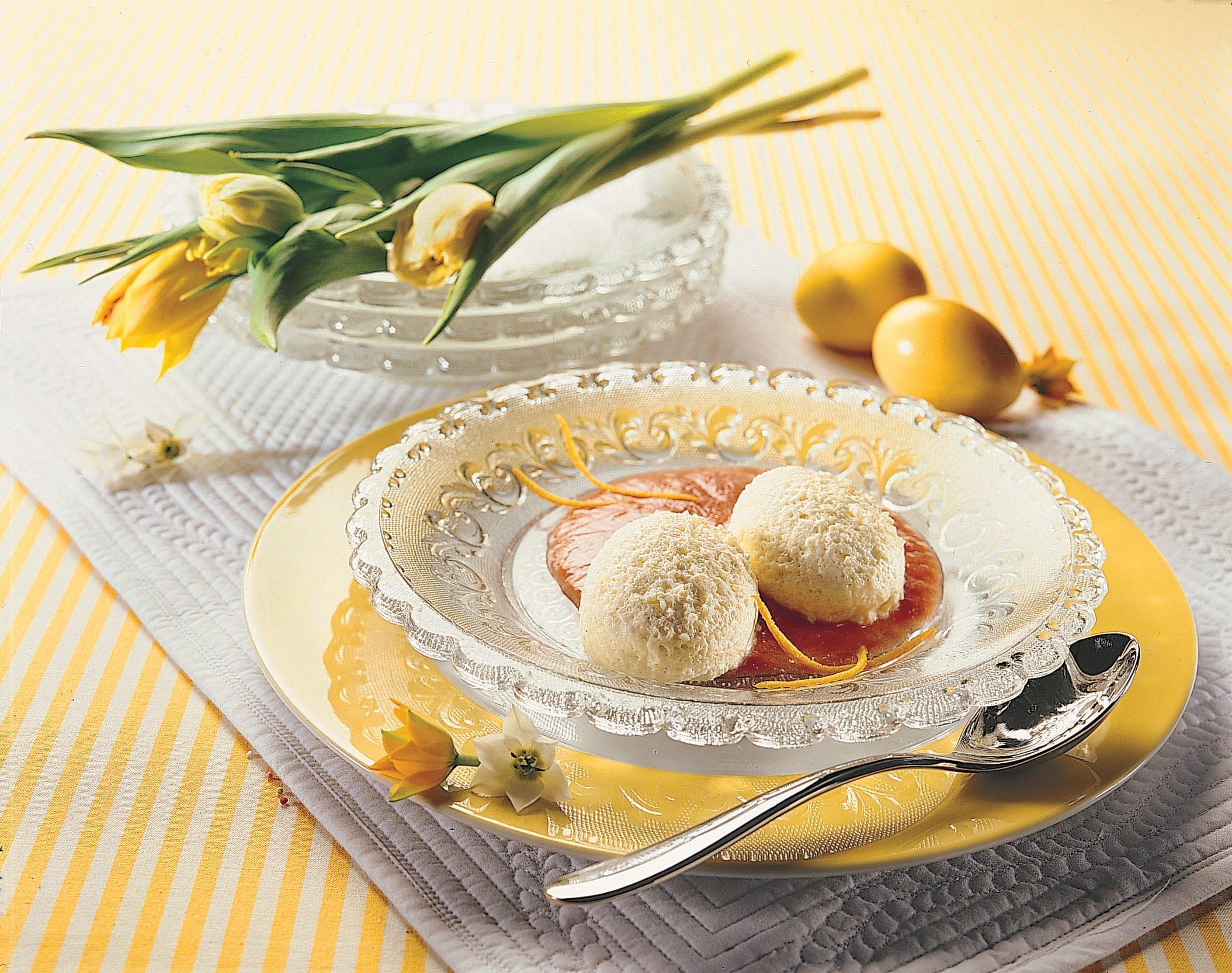 Mousse de semoule, sauce rhubarbe