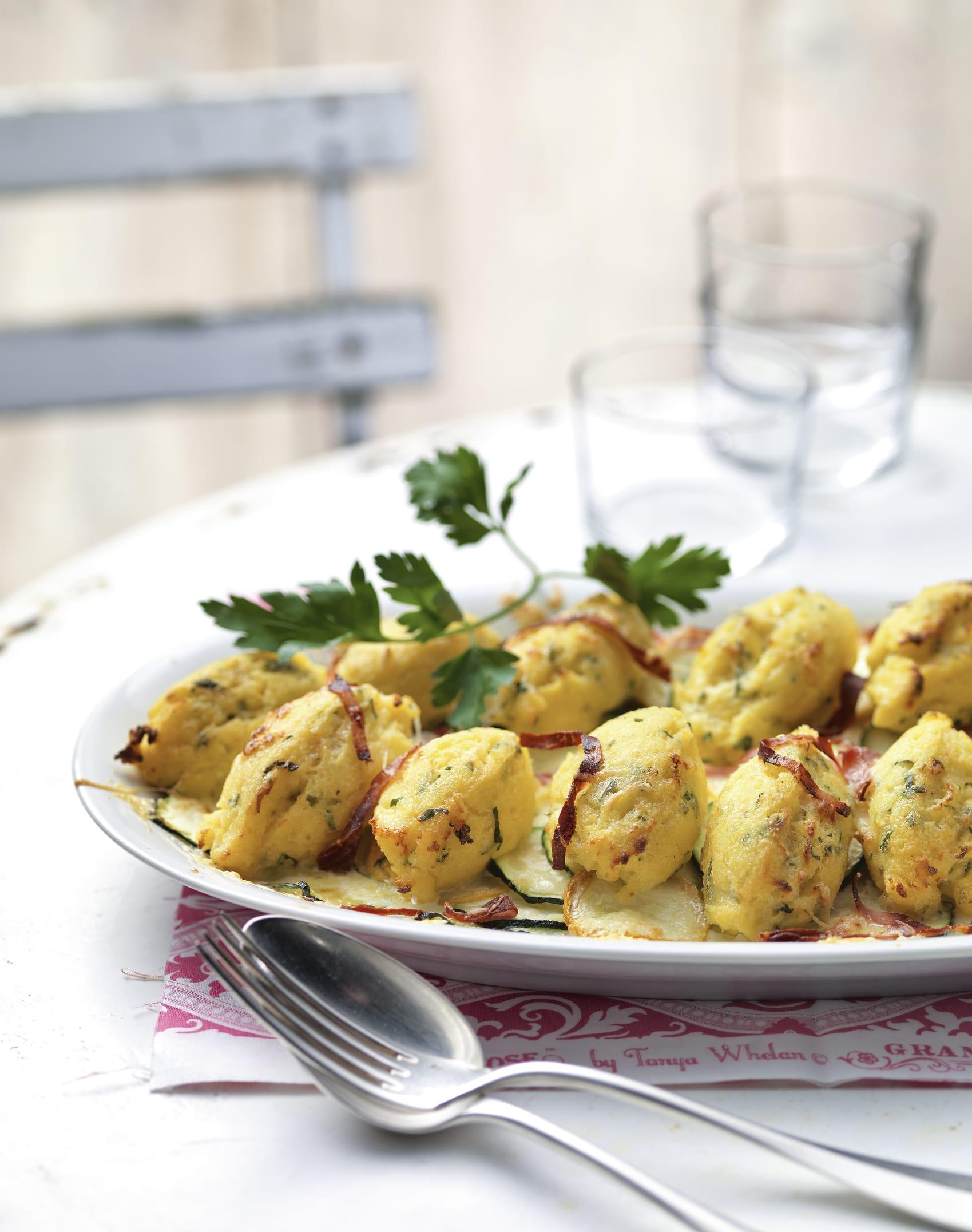 Griess-Schiffchen auf Zucchini