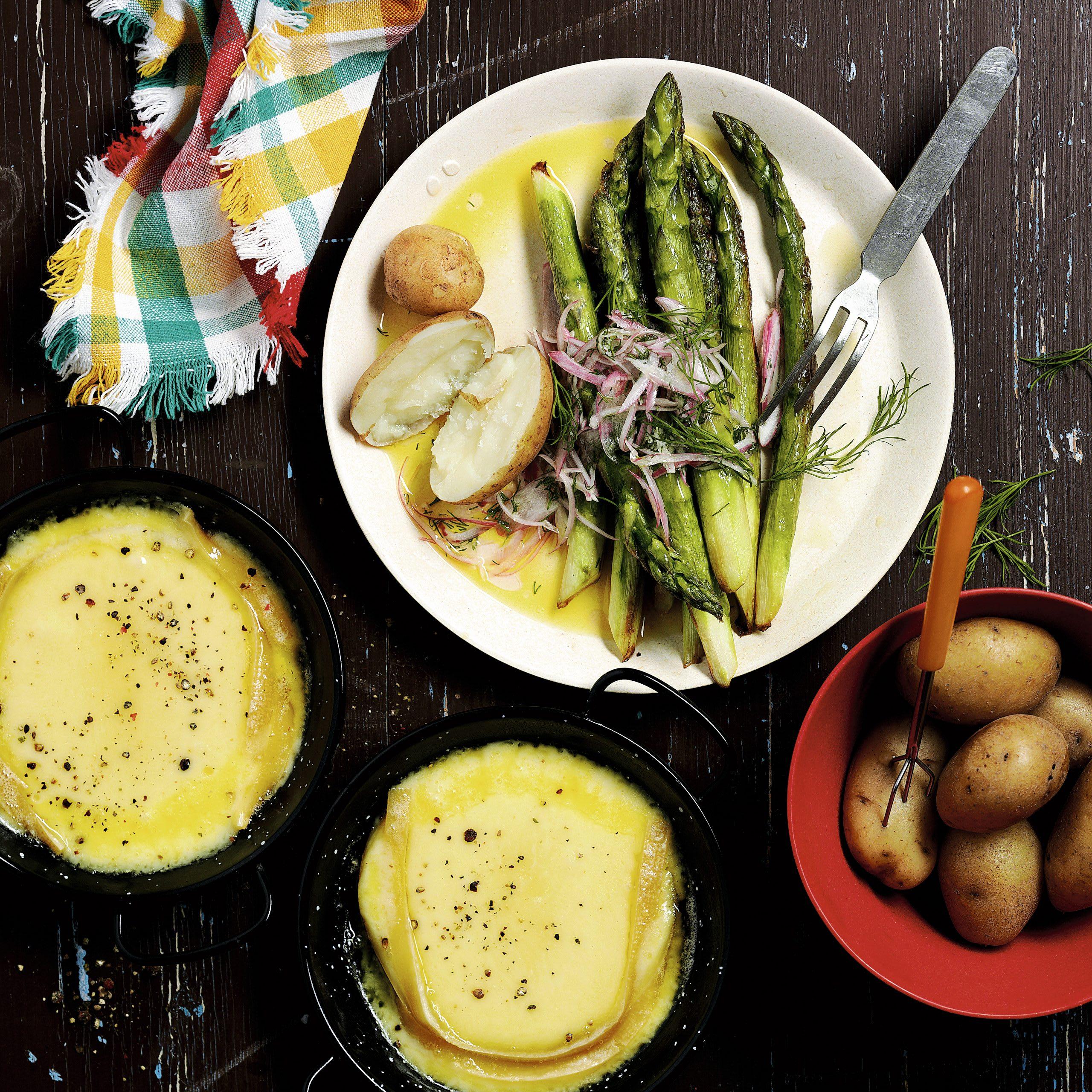 Grill-Raclette mit Spargelsalat