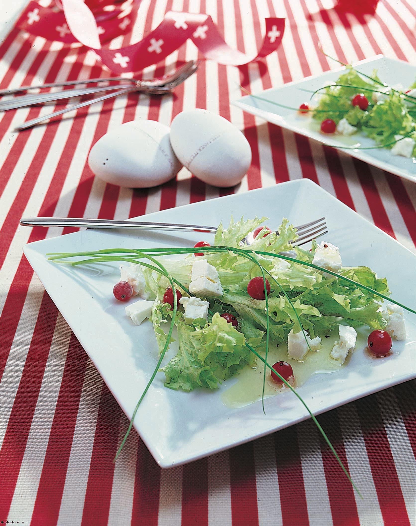 Salade lollo au fromage frais et aux raisinets