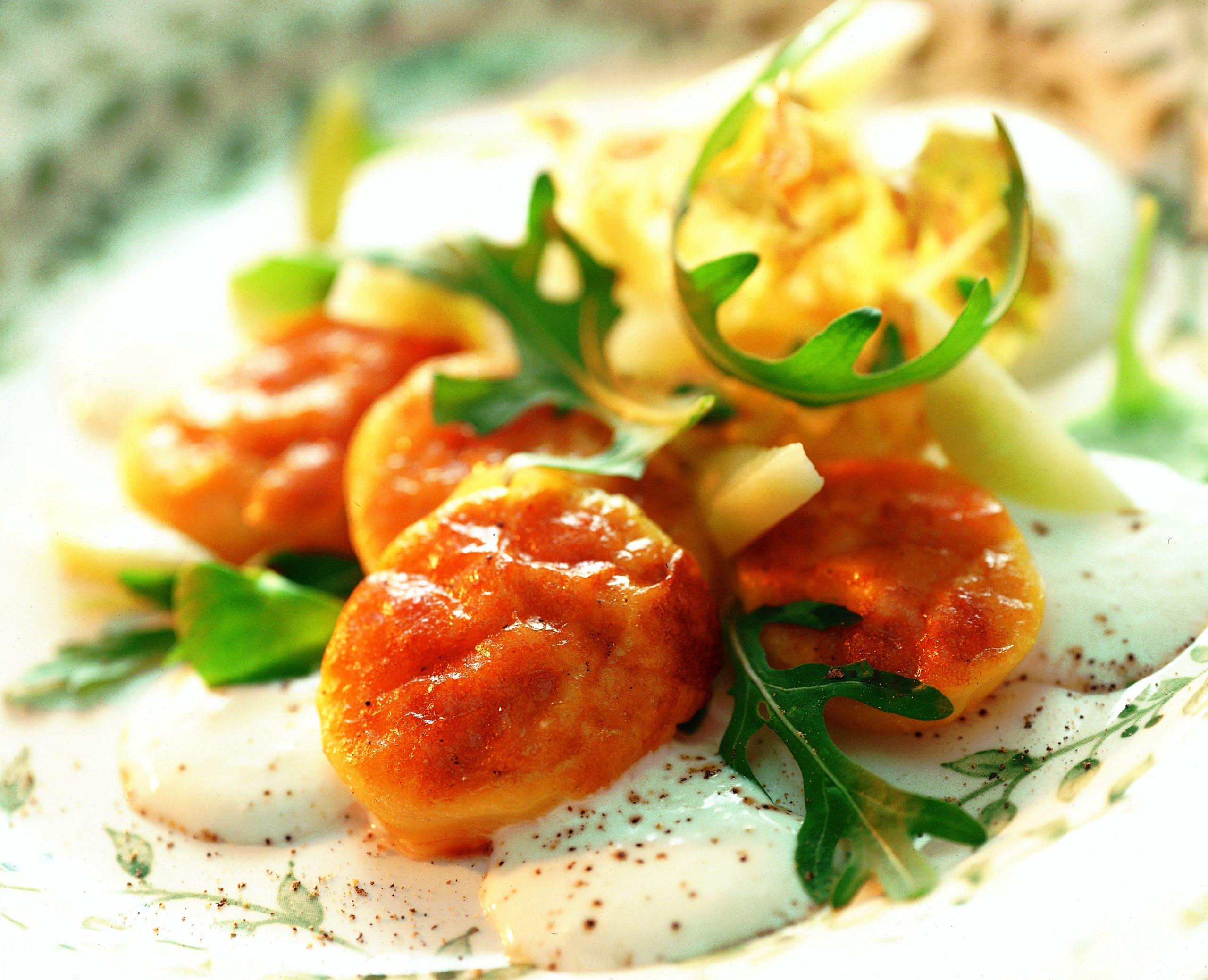 Pommes de terre gratinées au Gruyère et salade à la sauce au yogourt