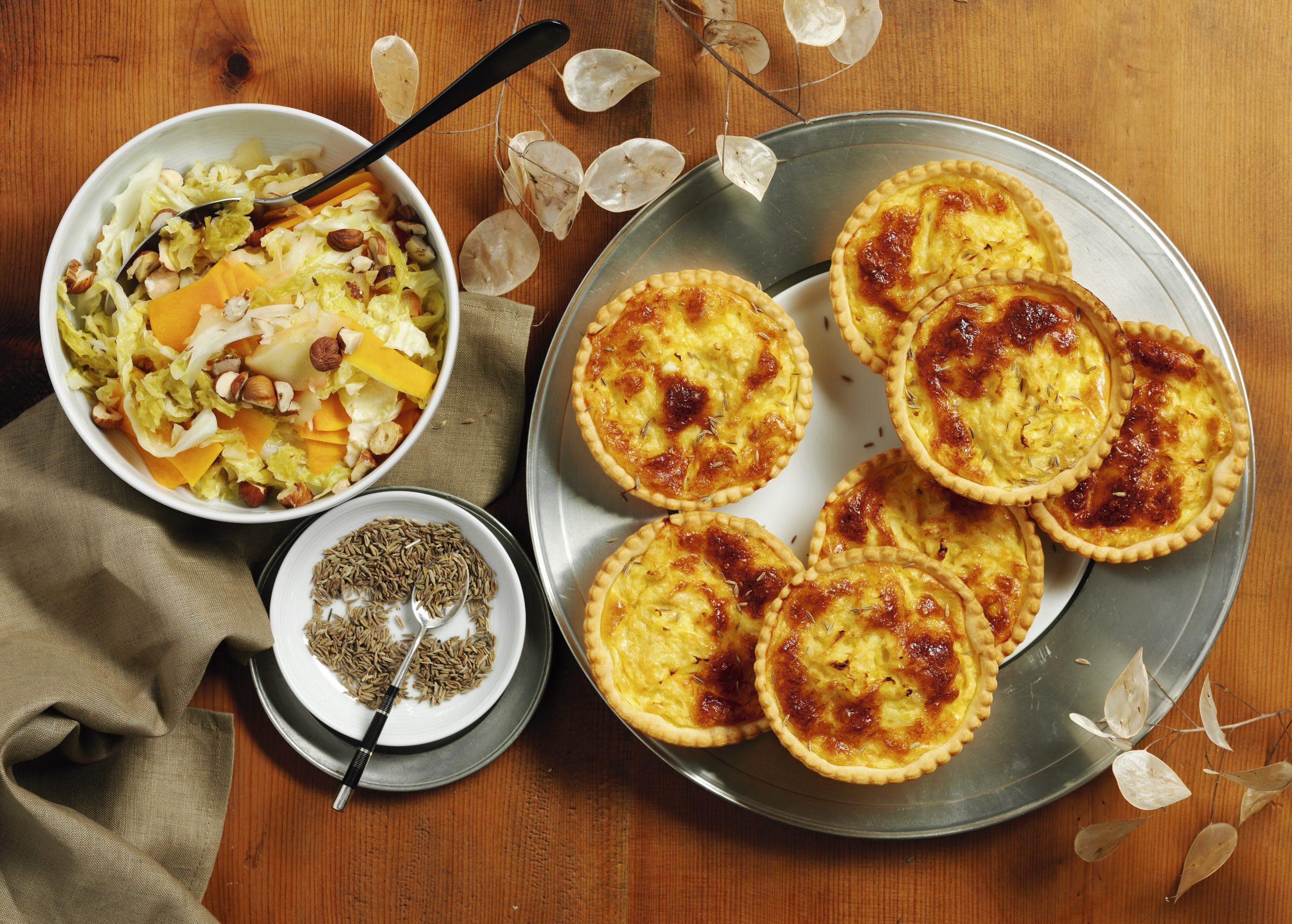 Gruyère-Sauerkraut-Tartelettes mit Herbstgemüse