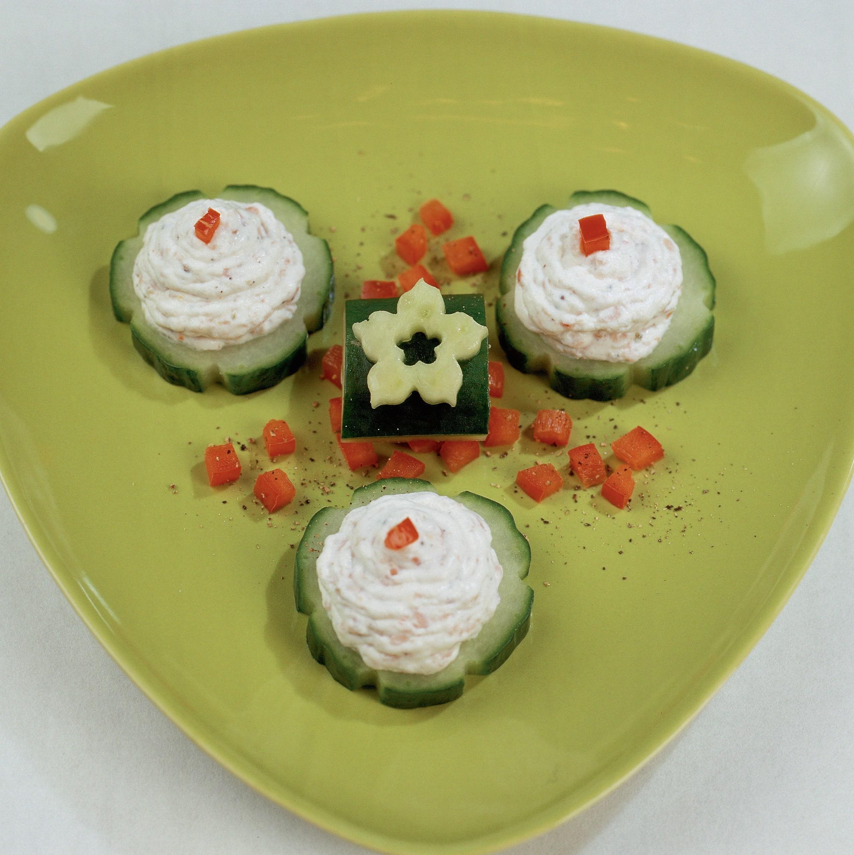 Mini-canapés de concombre à la ricotta
