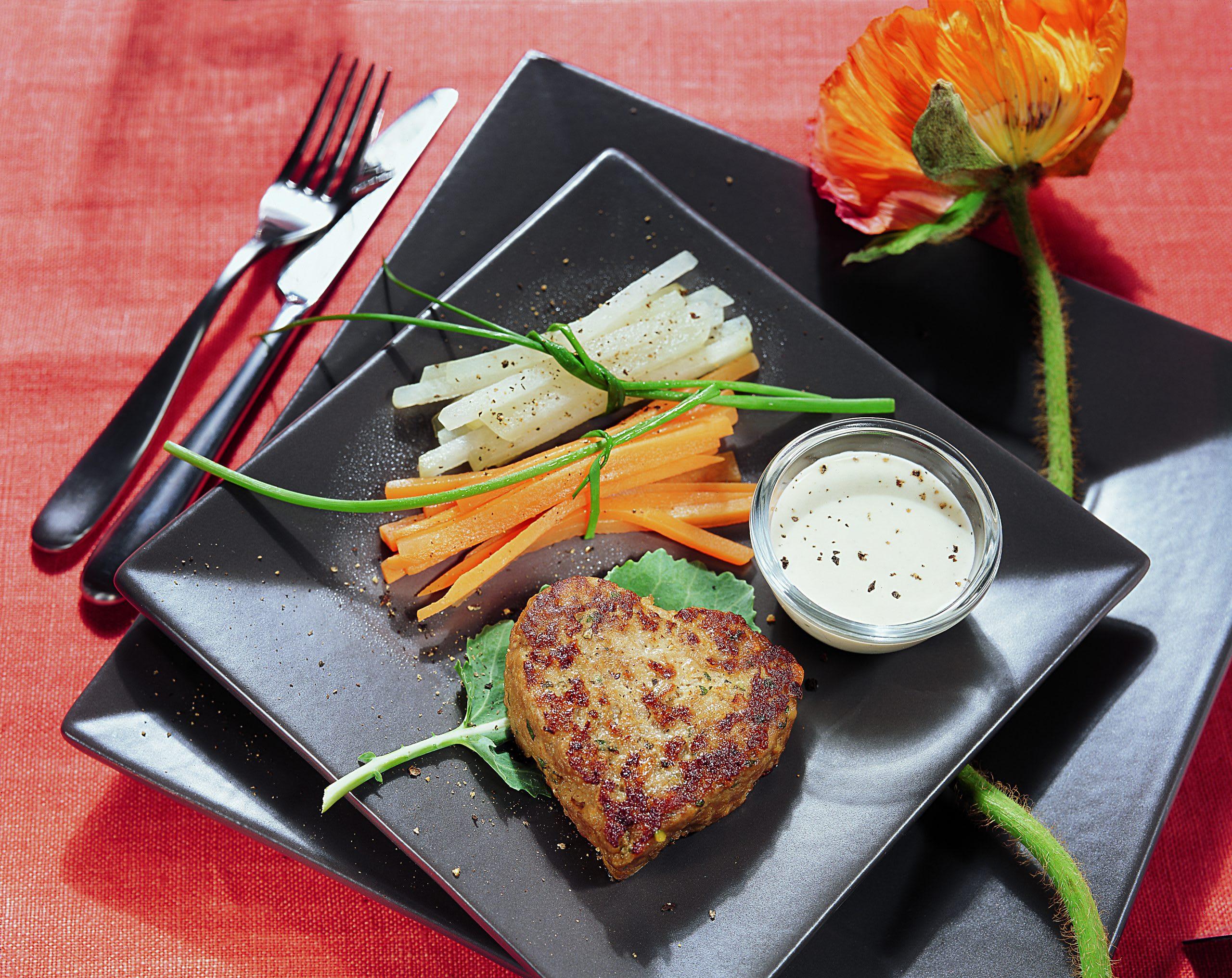 Steaks hachés en coeur et fagots de légumes