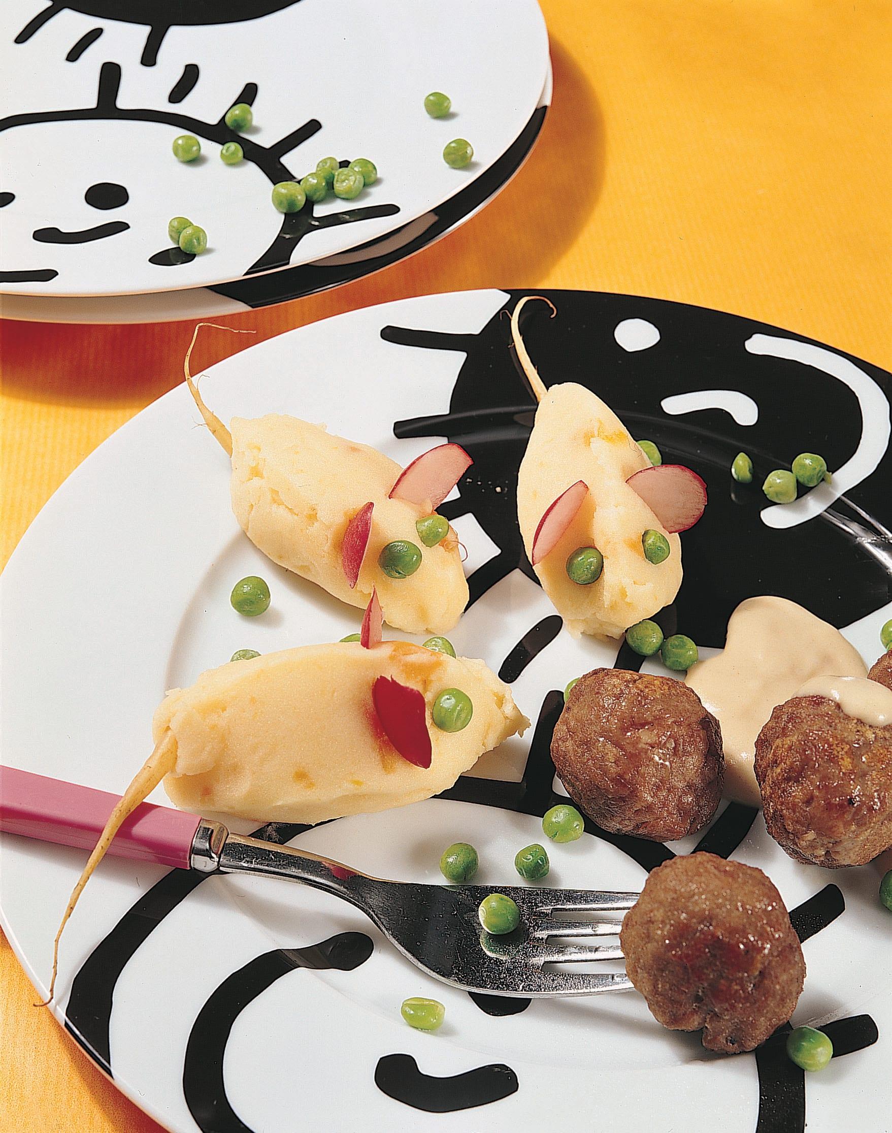 Hackfleischkugeln mit Kartoffelstock und Gemüse