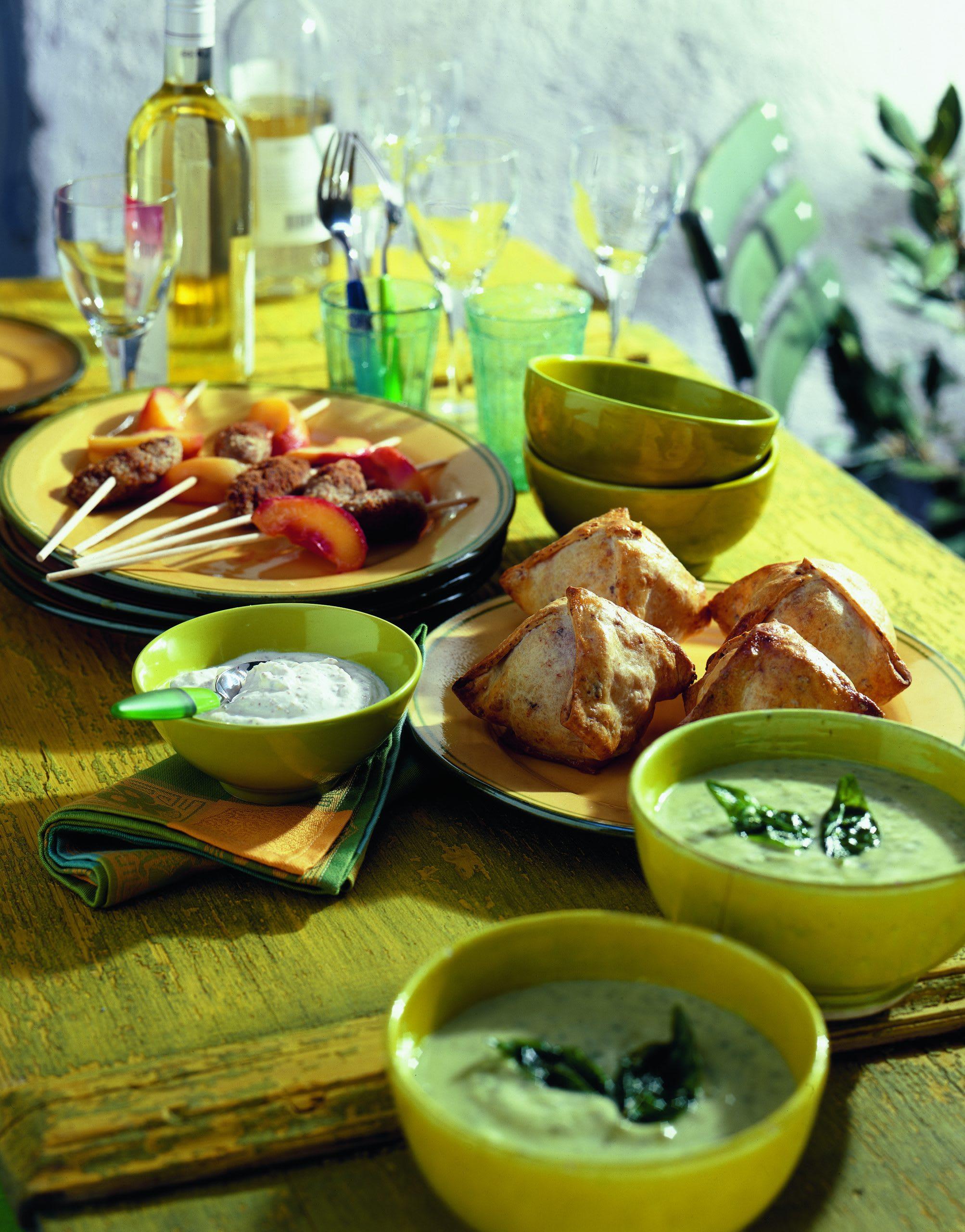 Brochettes de viande hachée avec dip au miel et à la moutarde