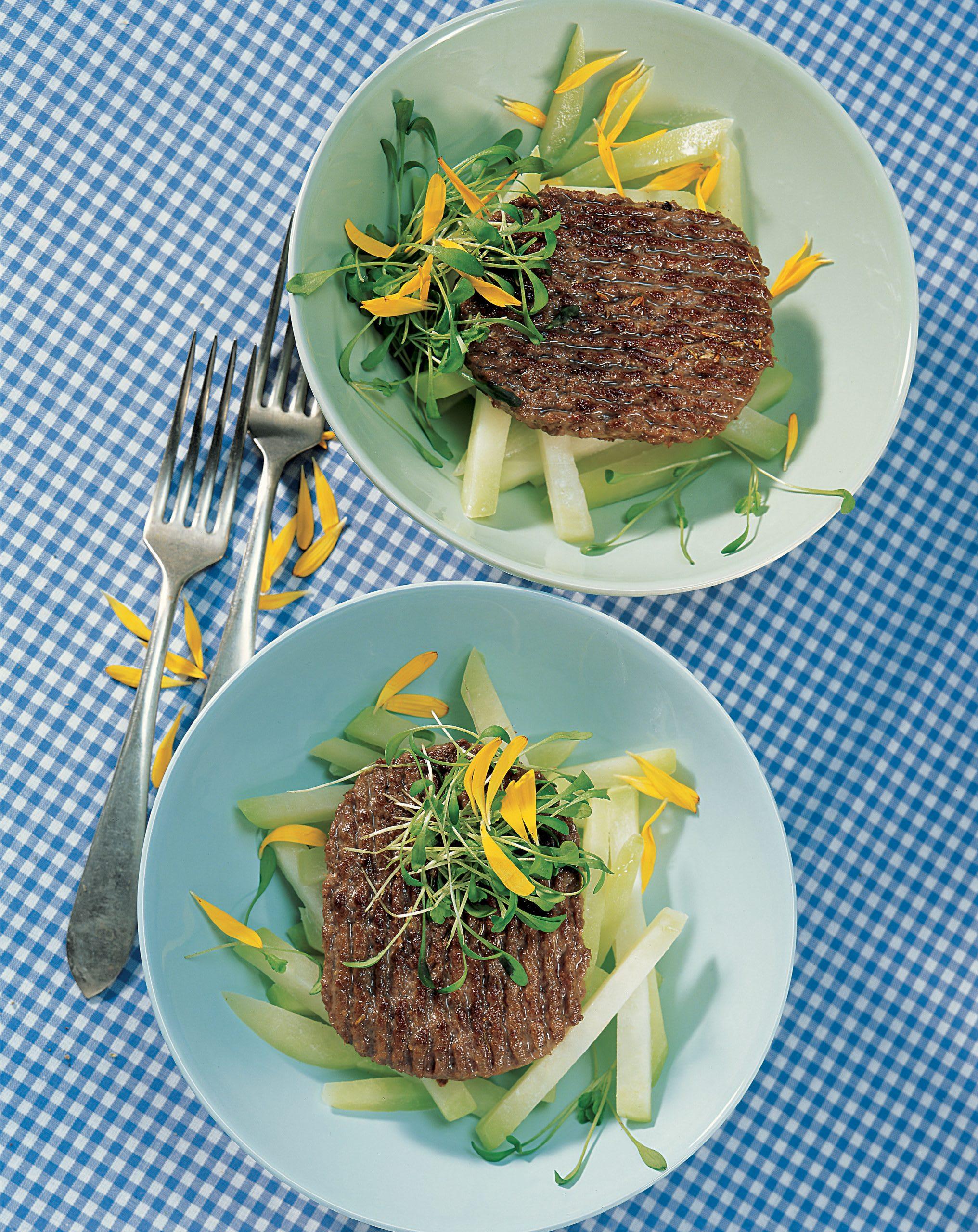 Steak haché sur lit de colrave
