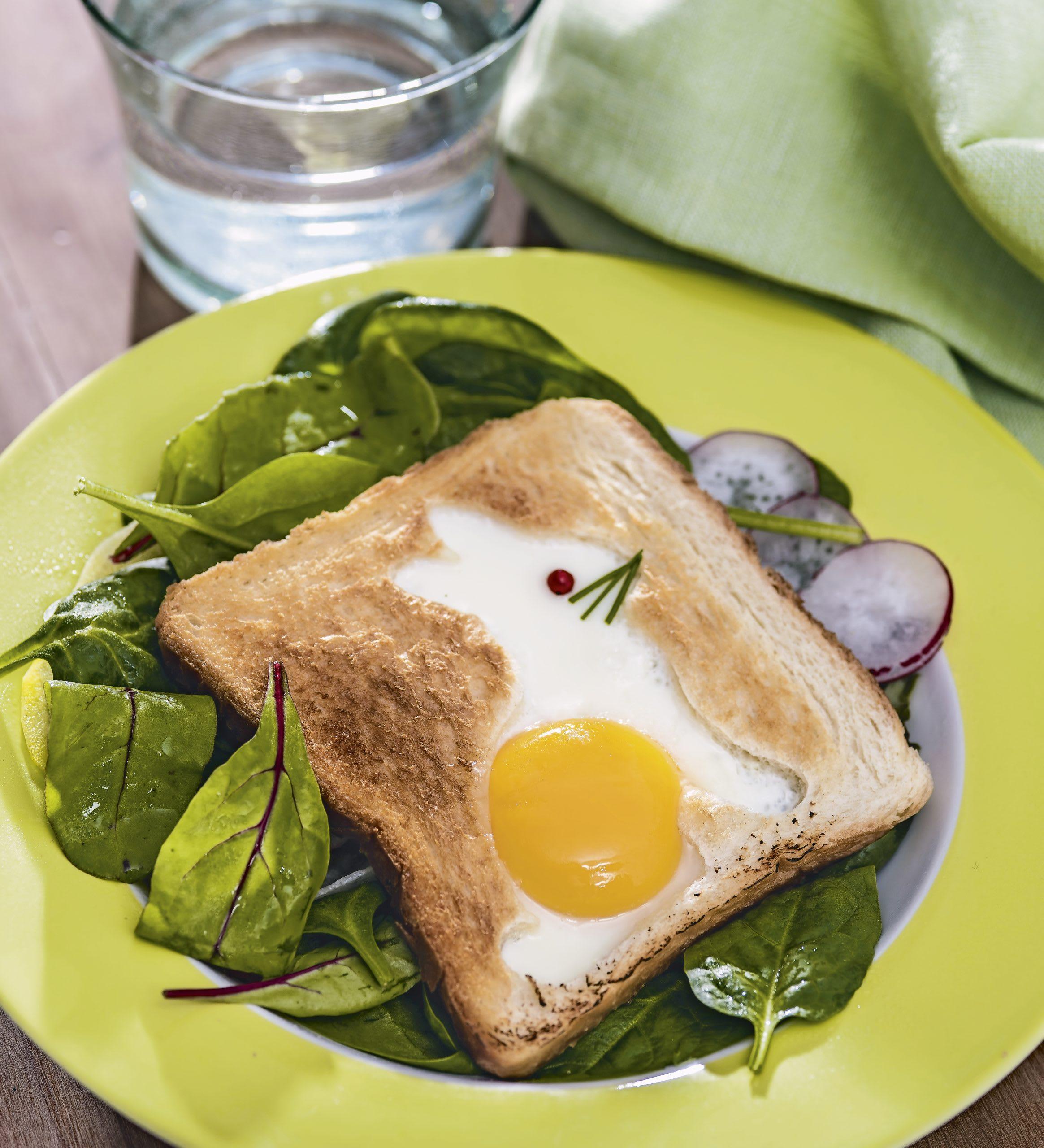 Hasen-Toast zu Frühlingssalat