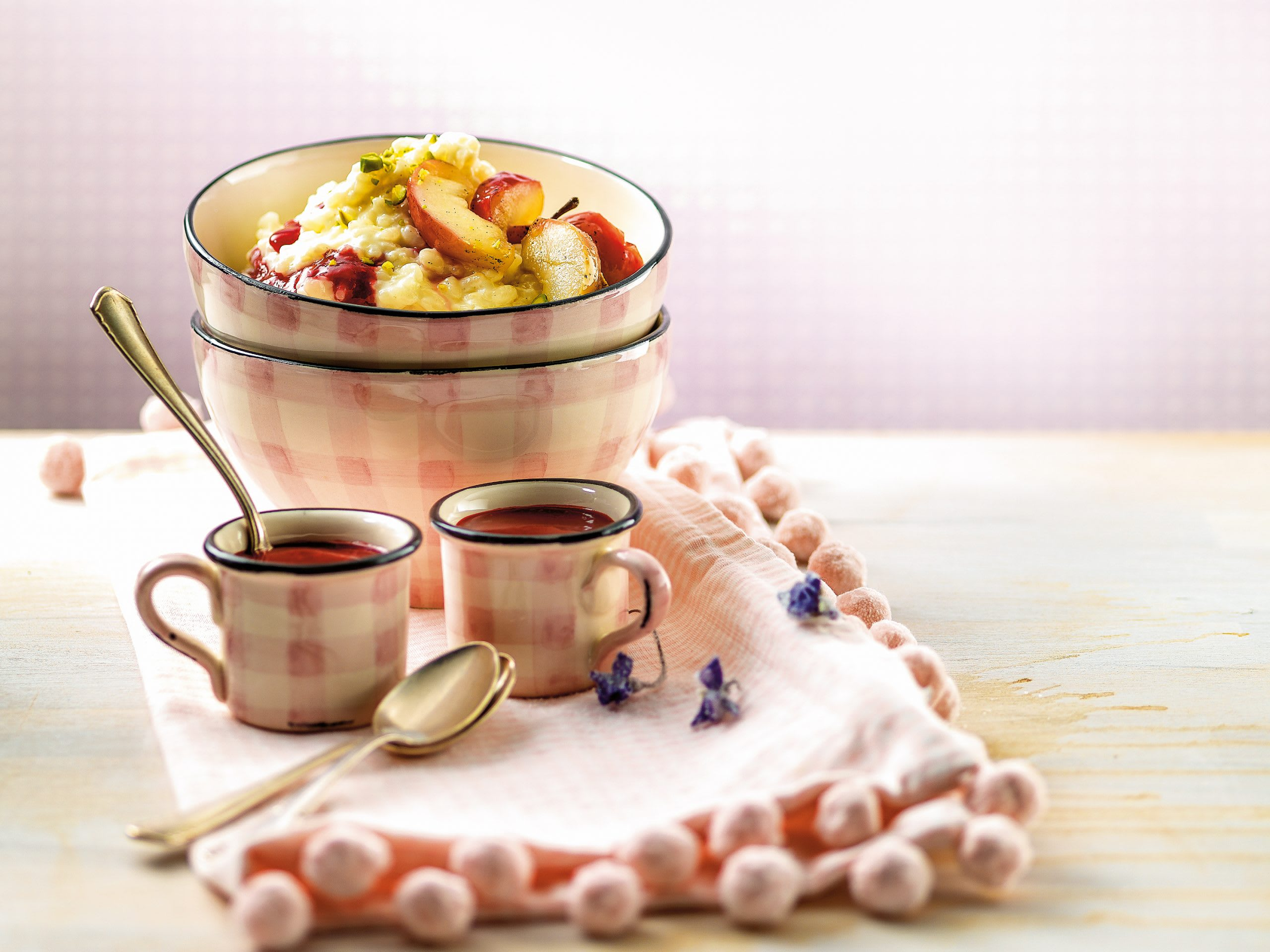 Himbeer-Milchreis mit Vanille-Äpfeln