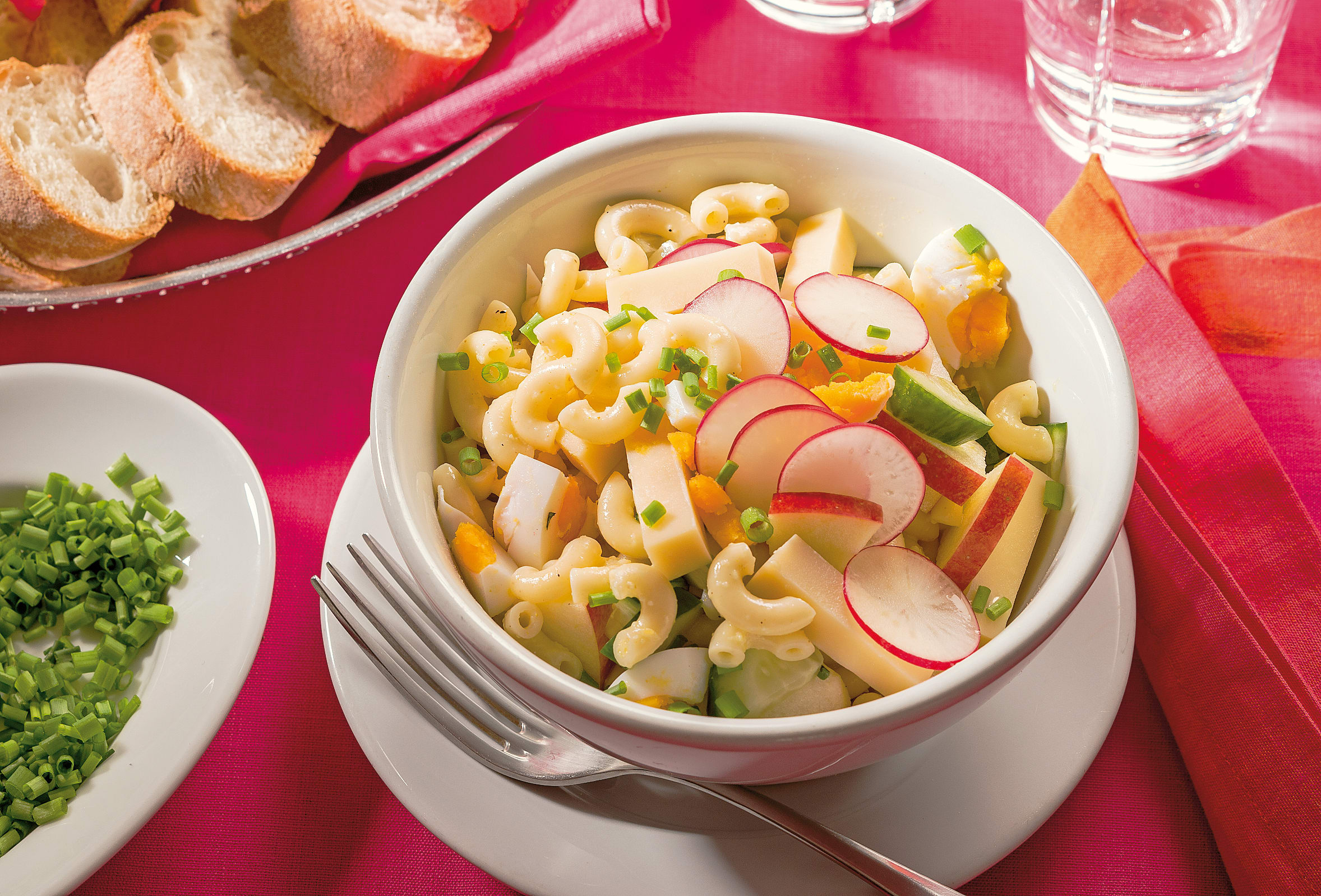 Salade de cornettes aux radis et à la pomme