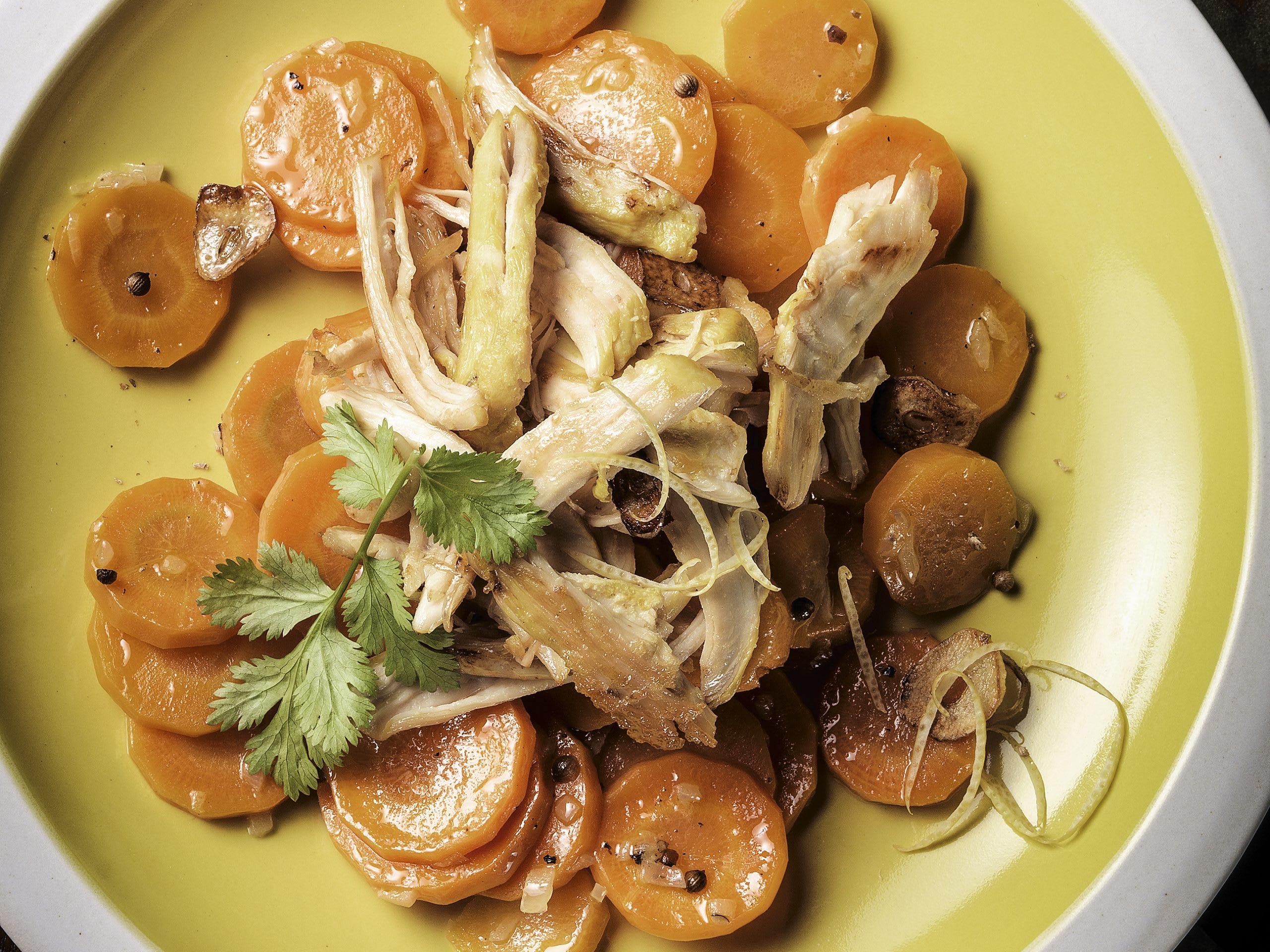 Poulet poché et carottes à la coriandre et au miel