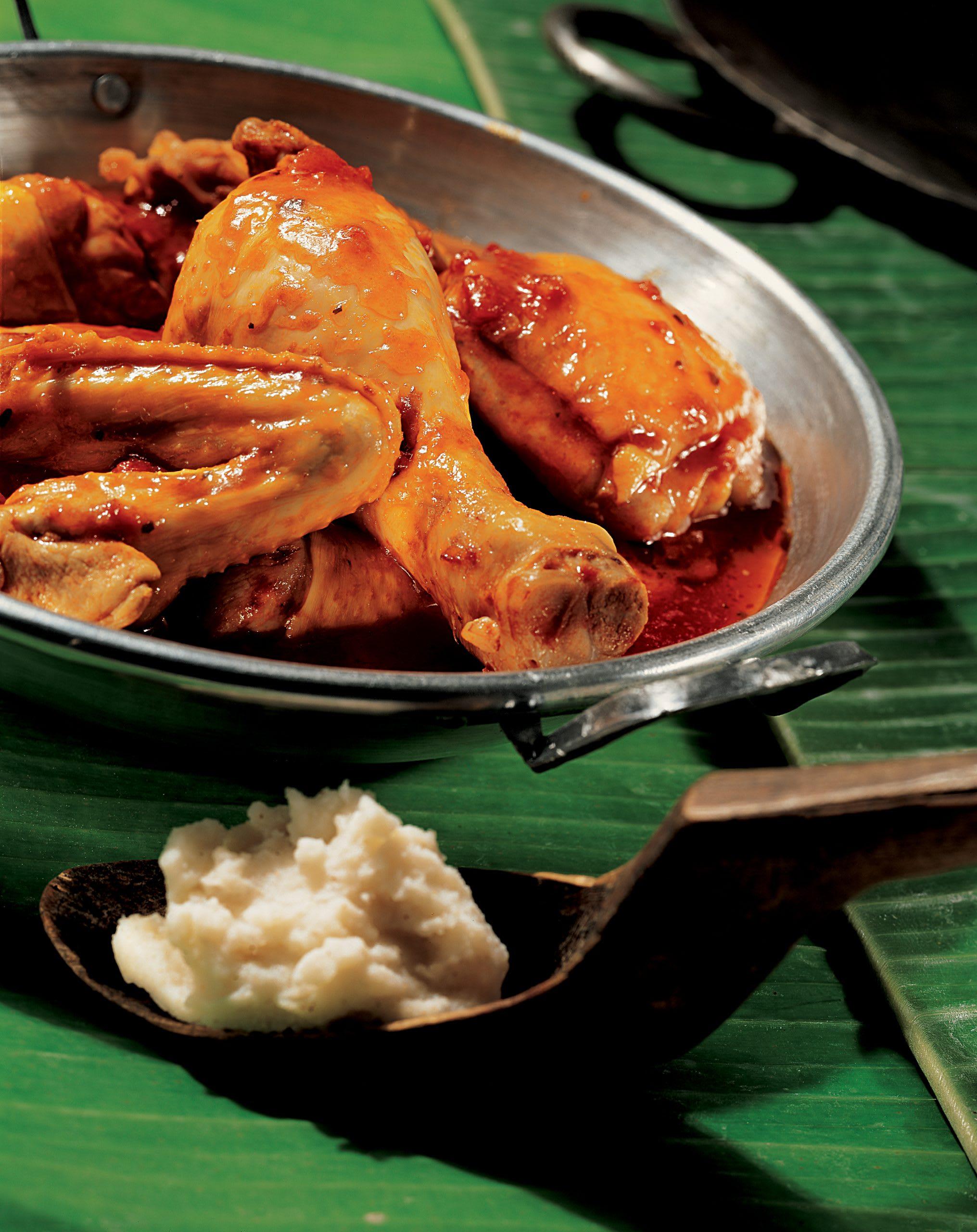 Sadza ne nyama ye huku (poulet en sauce avec maïs blanc)
