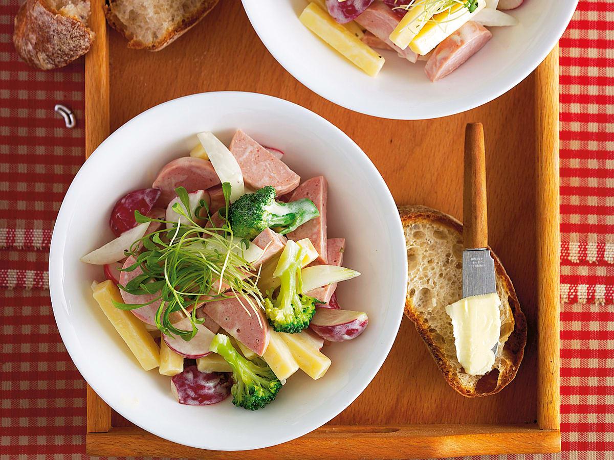 Salade de fromage et de cervelas