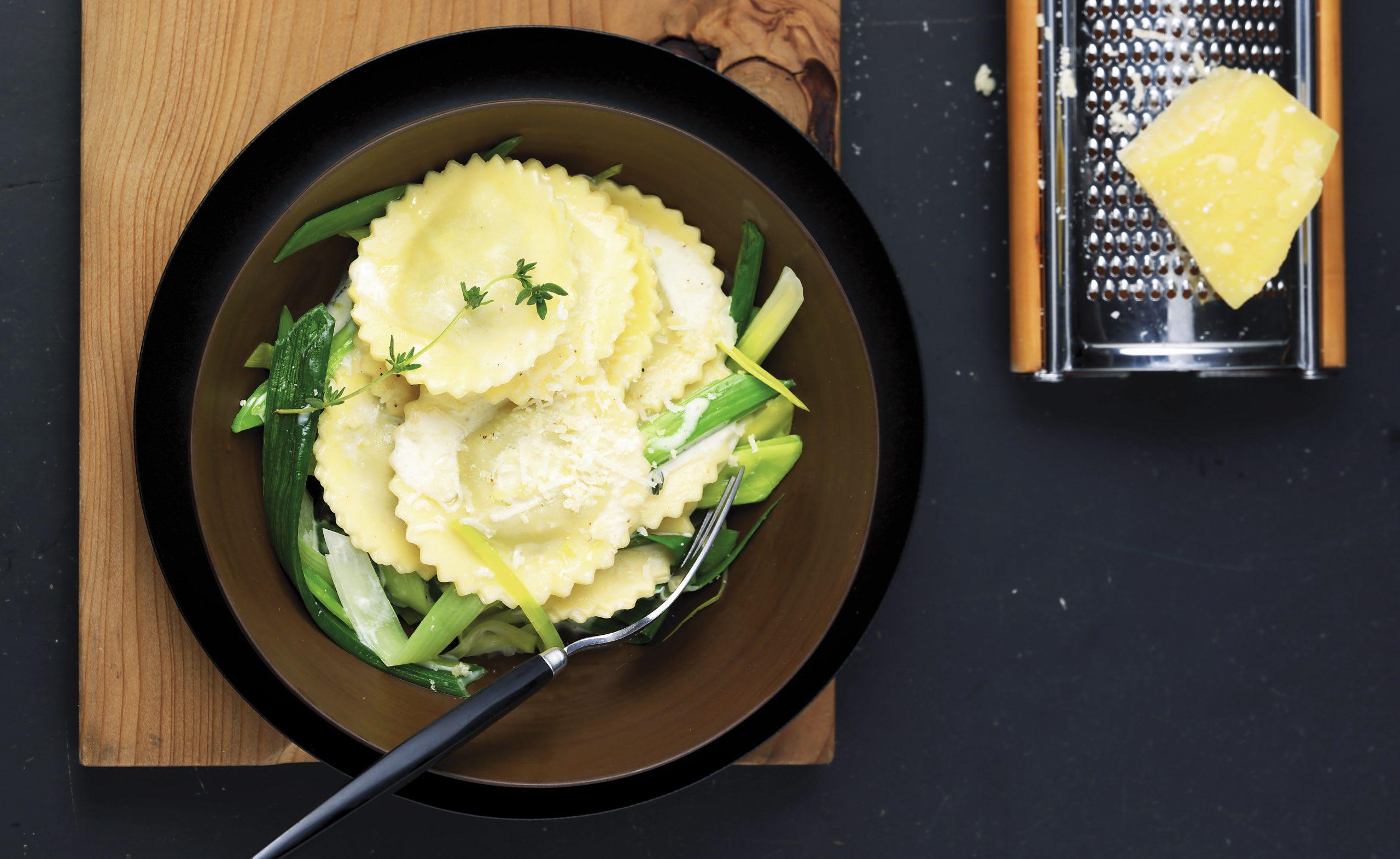 Ravioli à la courge et au fromage et poireaux à la crème