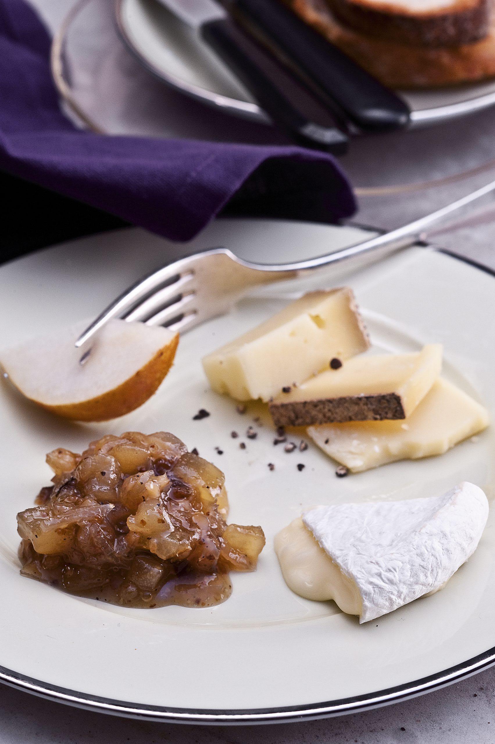 Käseplättli mit Birnen-Senf-Marmelade