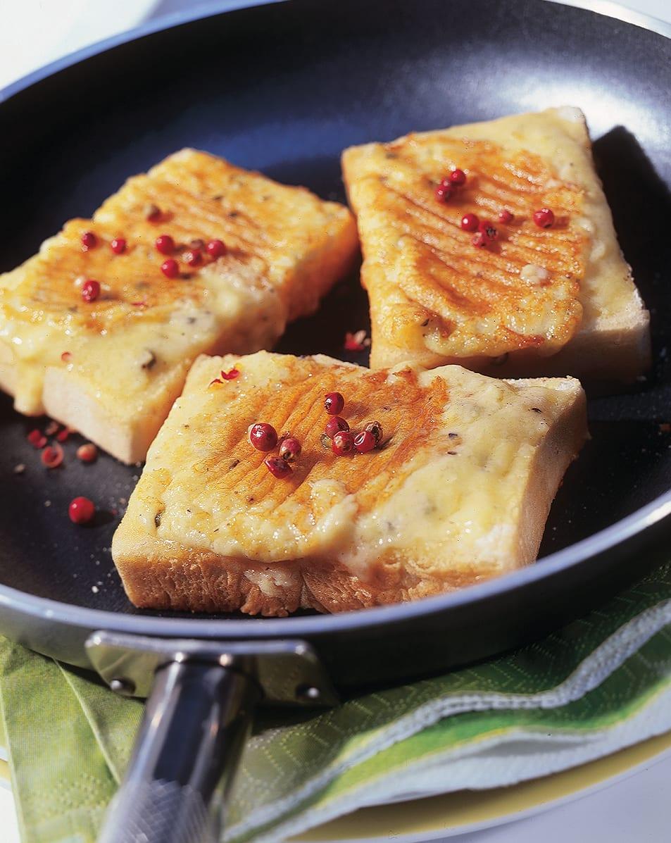 Croûtes au fromage au poivre rose