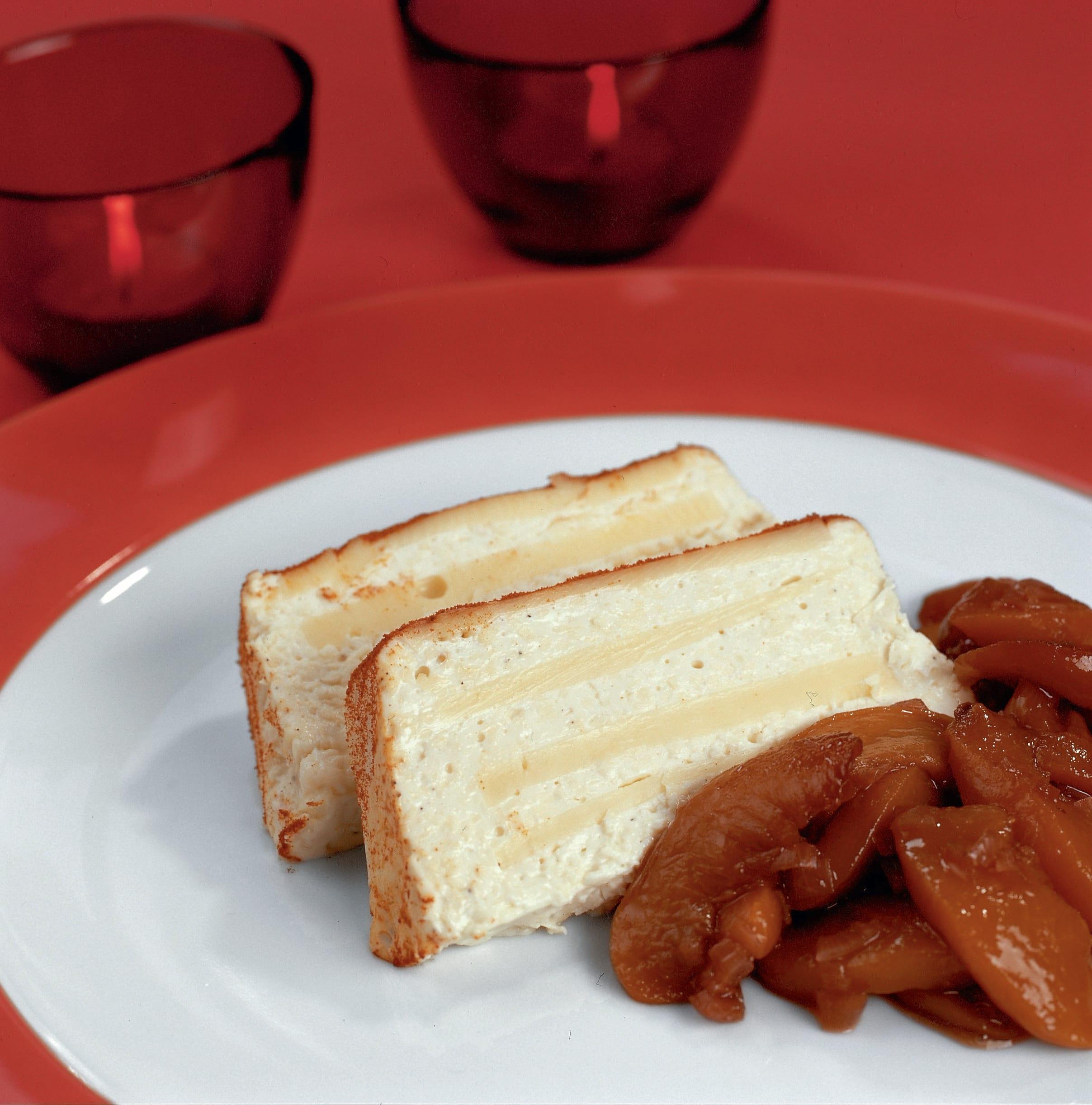 Terrine au fromage accompagnée de chutney aux pêches