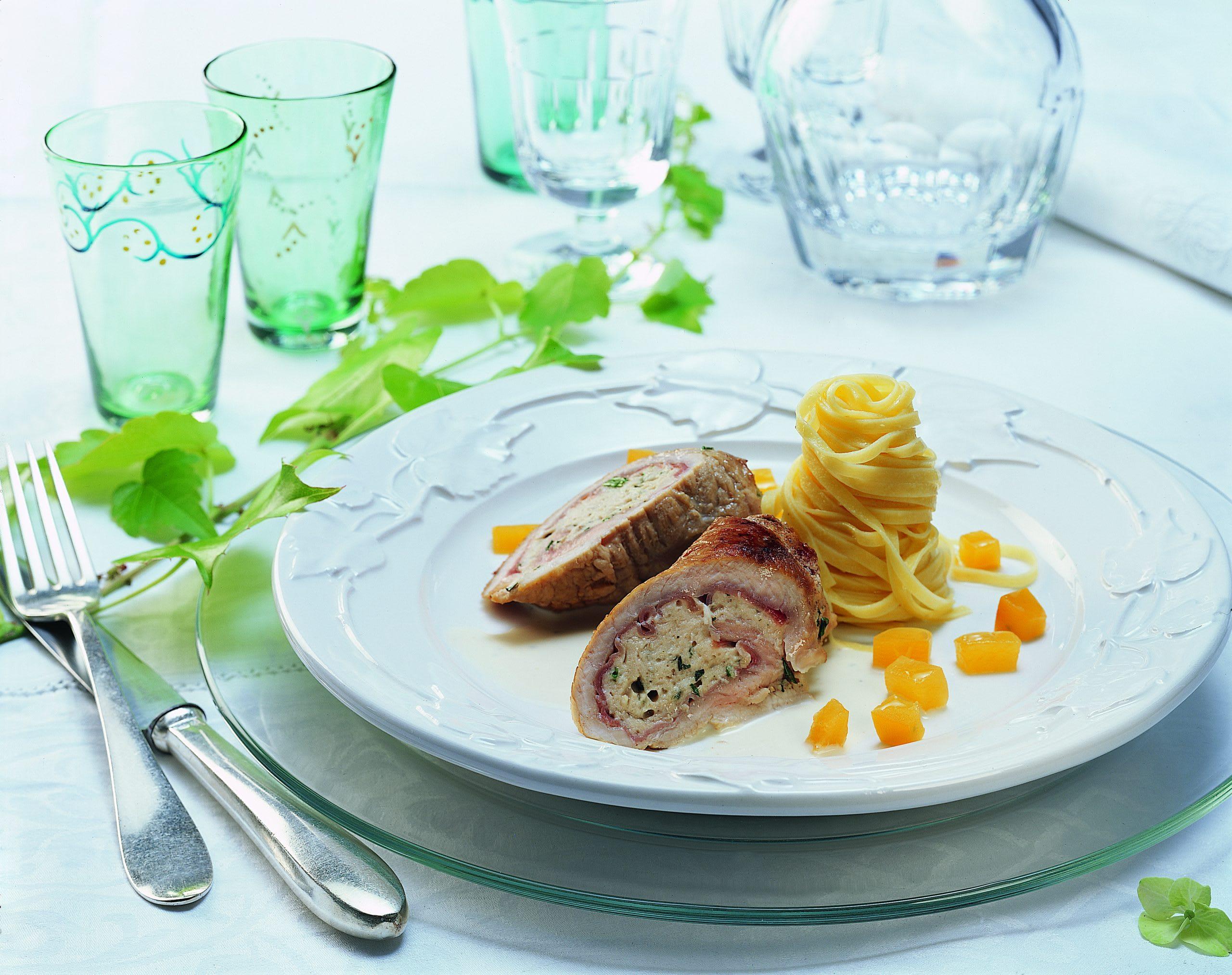 Kalbfleischröllchen mit Estragon zu Kürbis-Taglierini