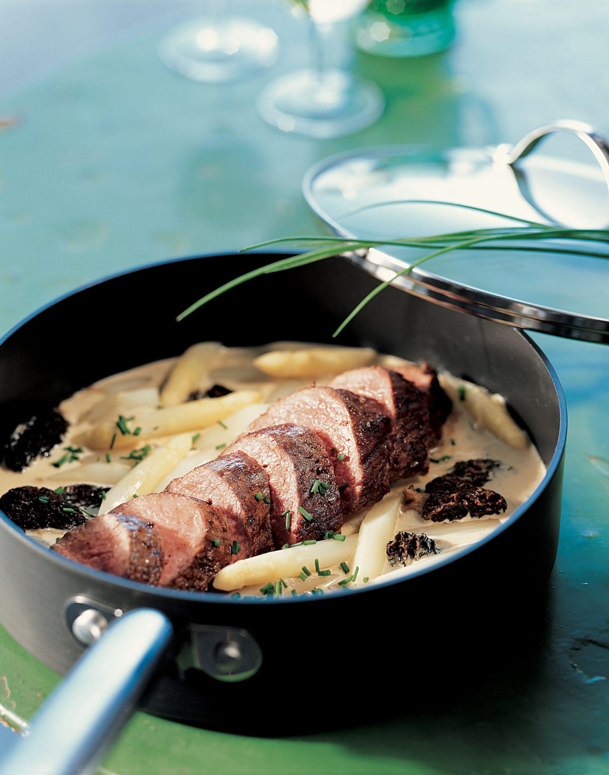 Filet de veau sauce aux morilles et aux asperges