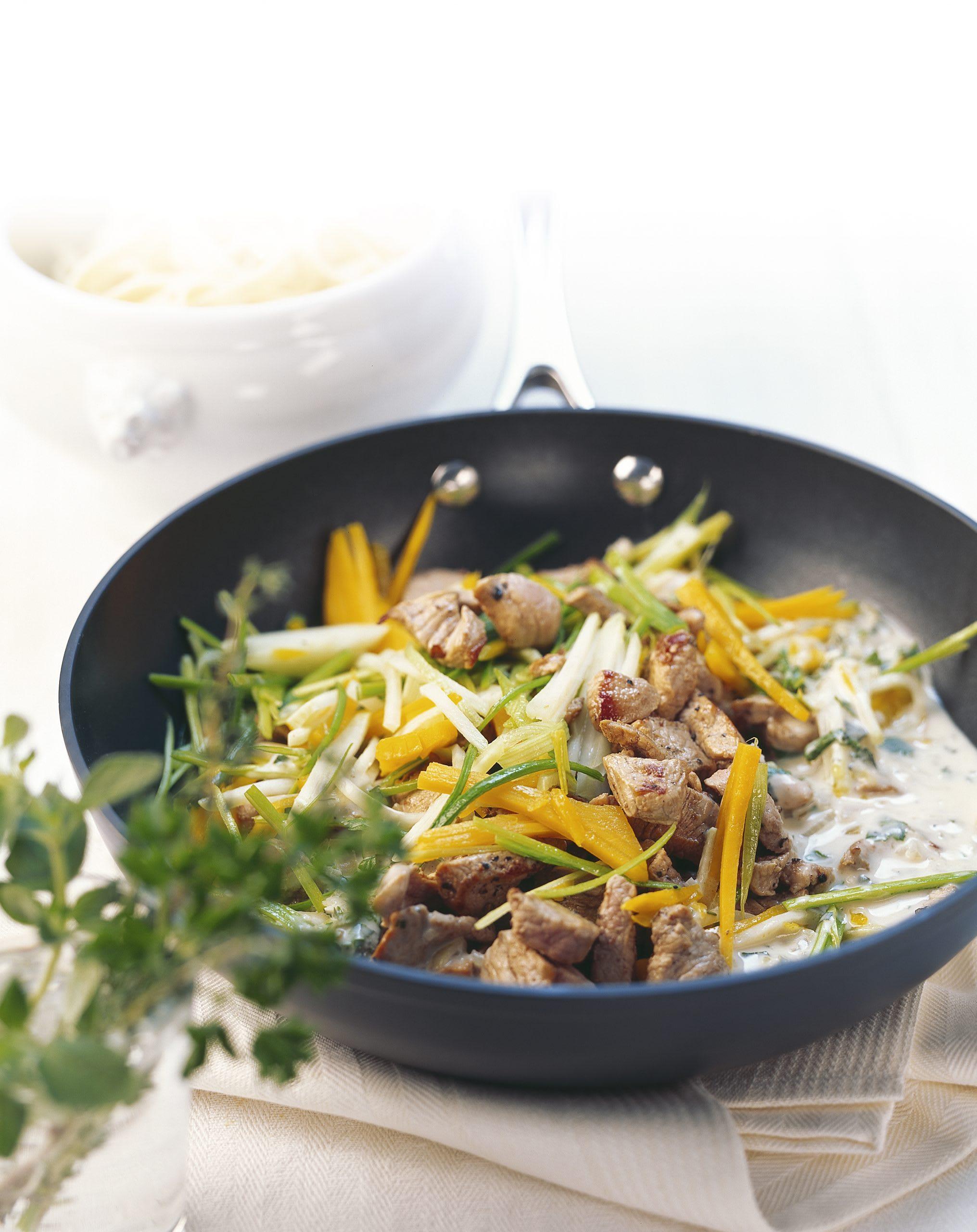 Kalbsgeschnetzeltes an Gemüse-Kräuter-Sauce