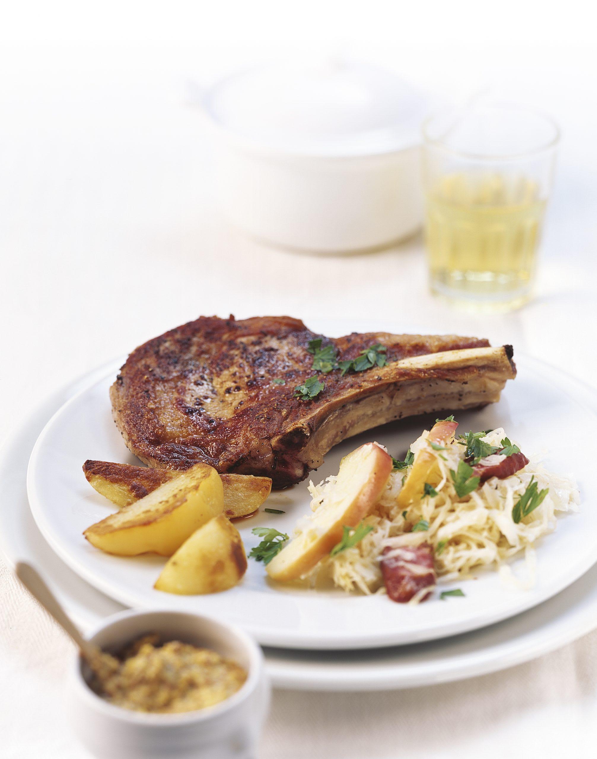 Côtelettes de veau et choucroute garnie