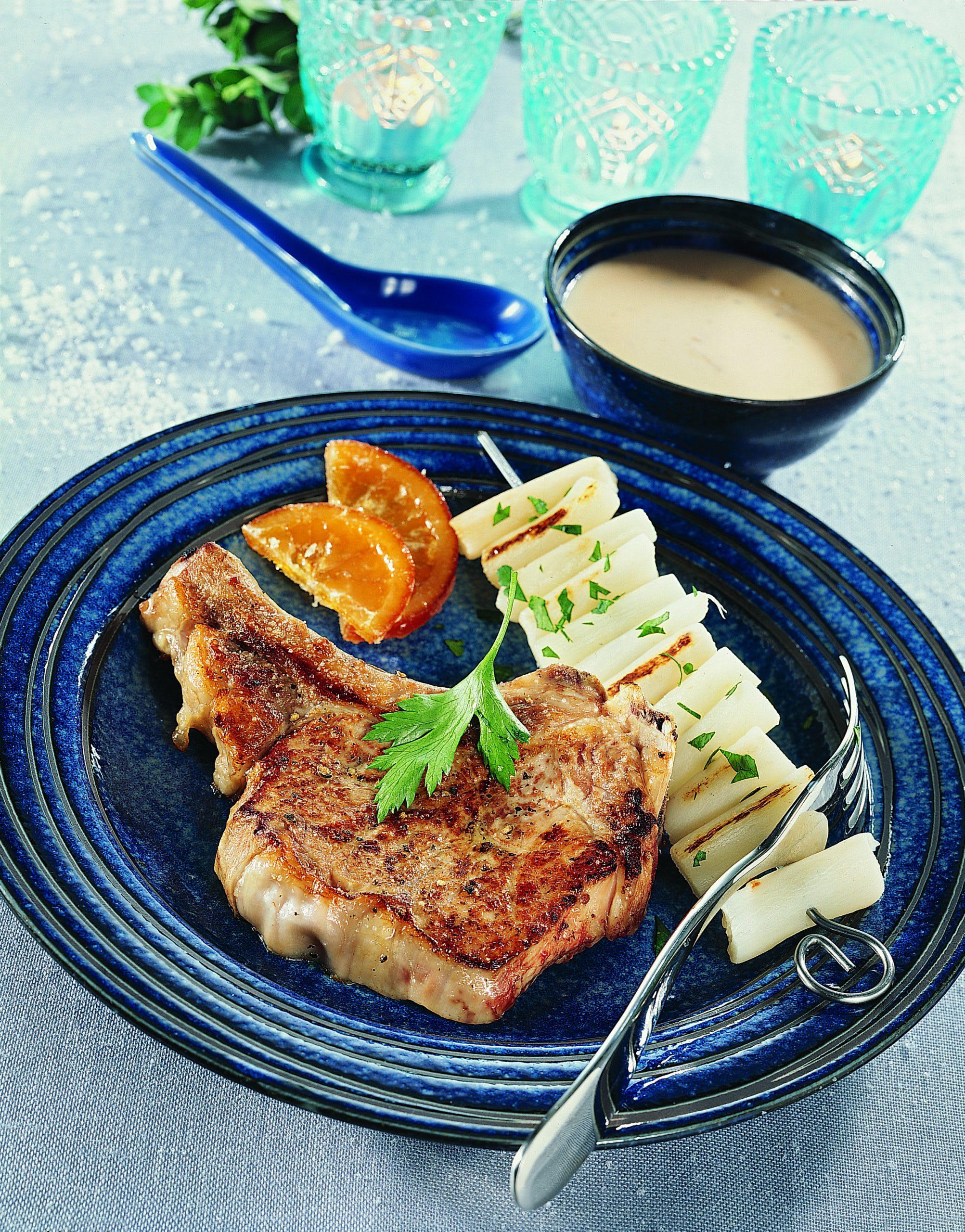 Côtelettes de veau  sauce à l'orange et brochettes de salsifis