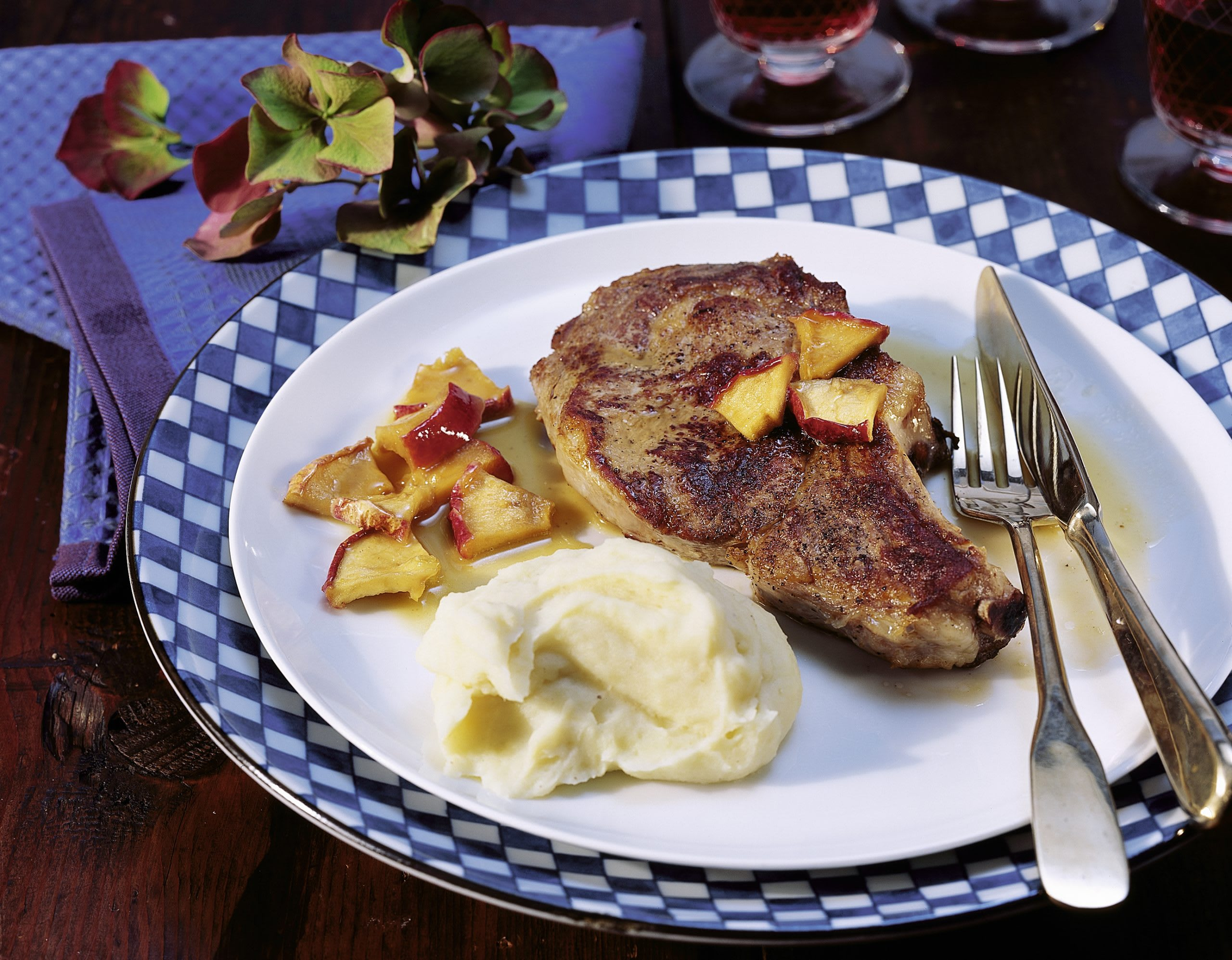 Kalbskoteletts mit Schalotten-Apfel-Sauce