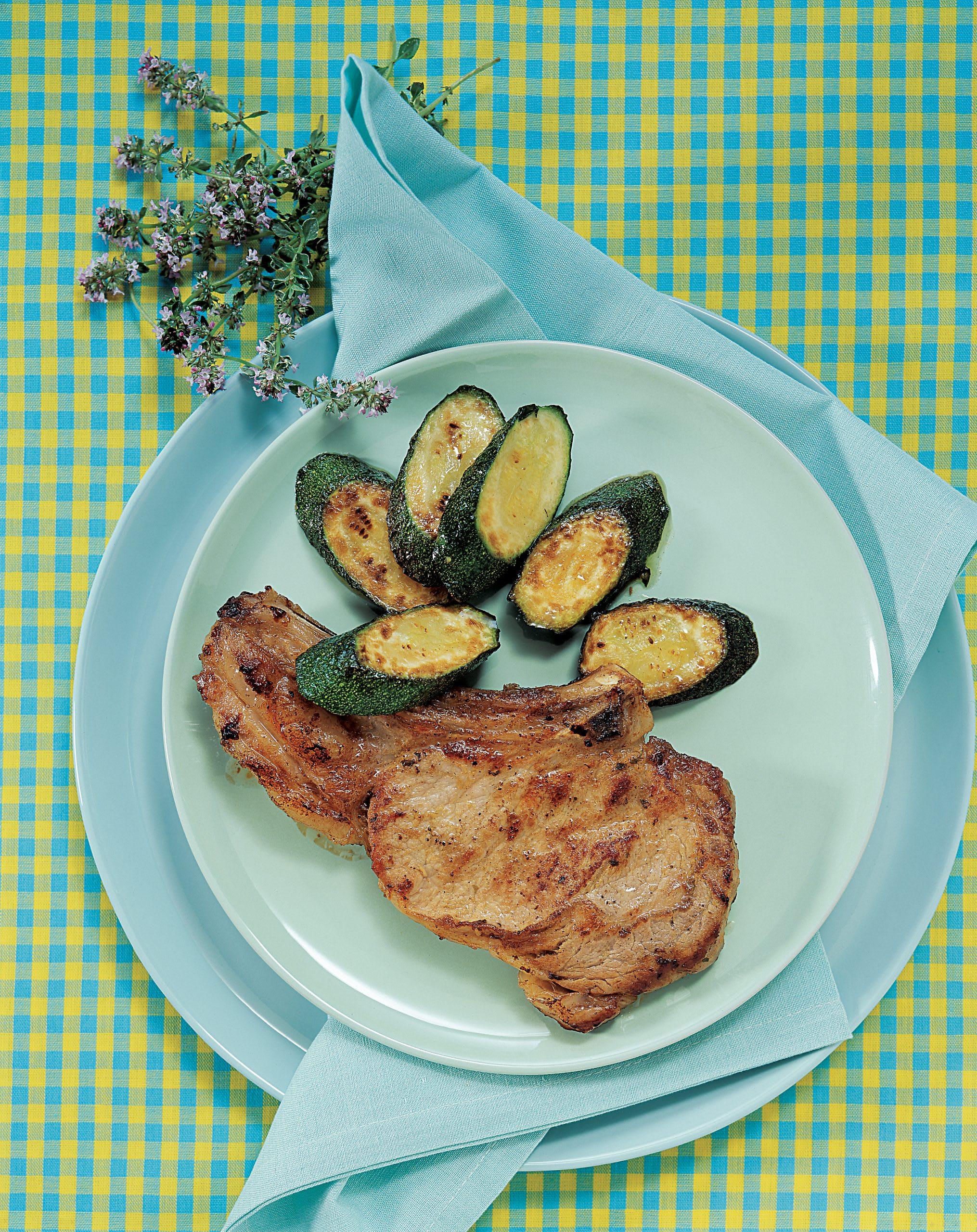 Côtelettes de veau et salade de courgettes