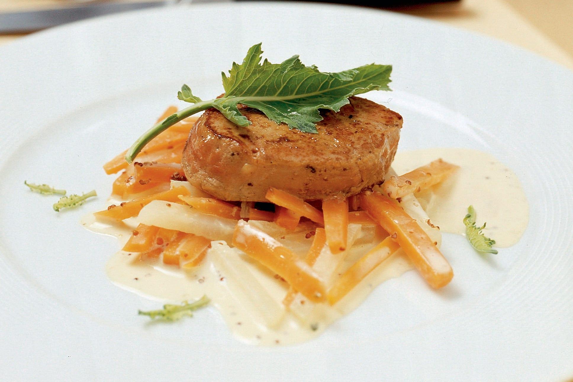 Médaillons de veau aux colraves et aux carottes