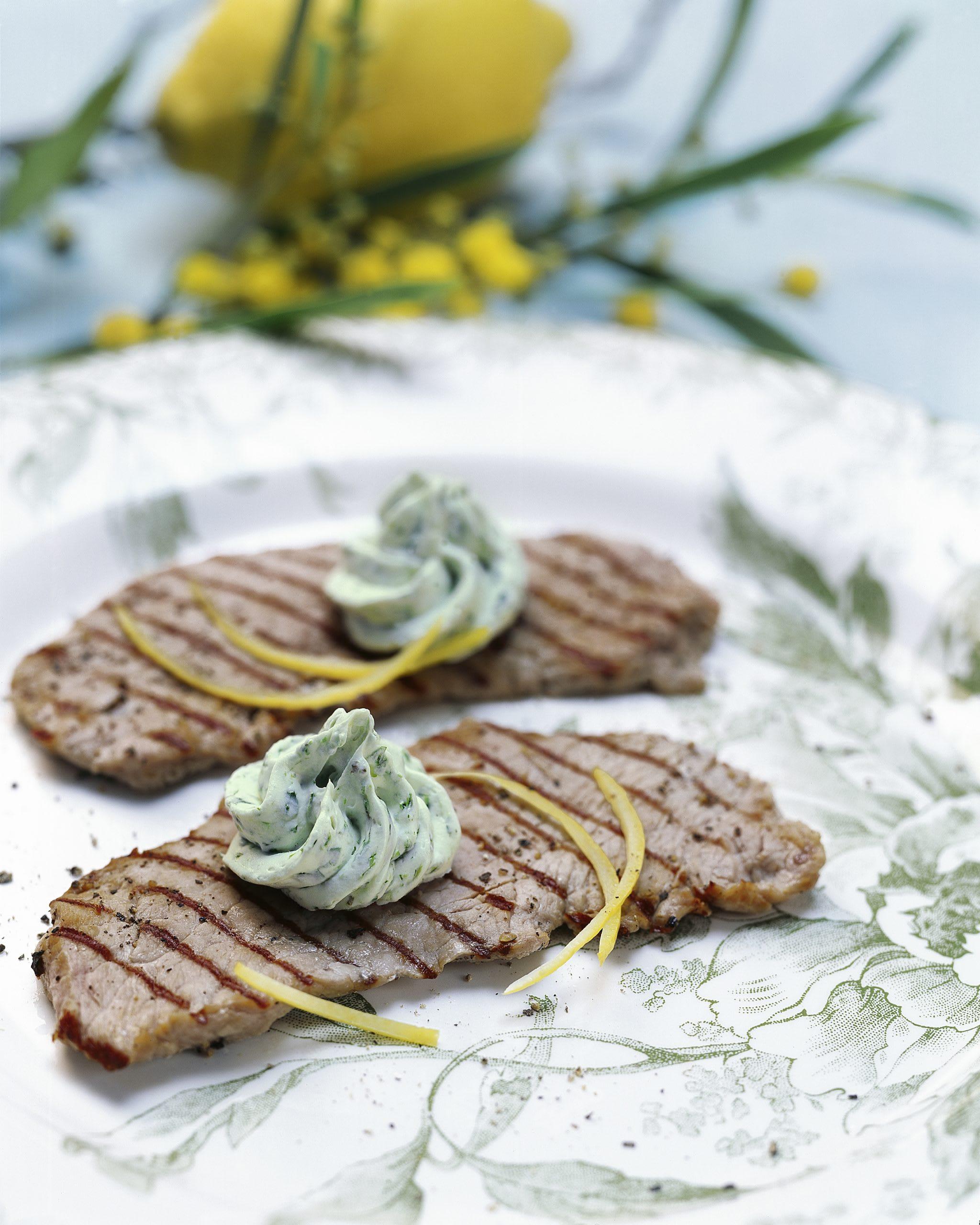 Kalbspaillard mit Löwenzahn-Zitronen-Butter