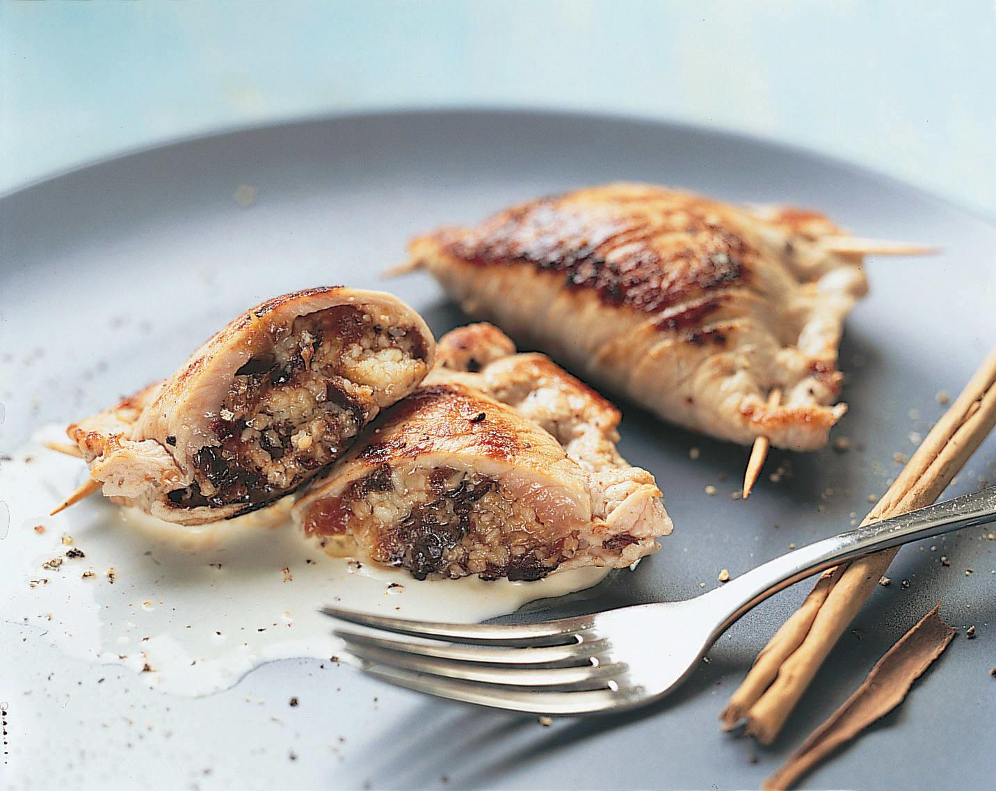 Paupiettes de veau aux pruneaux et au gruyère, sauce à la cannelle