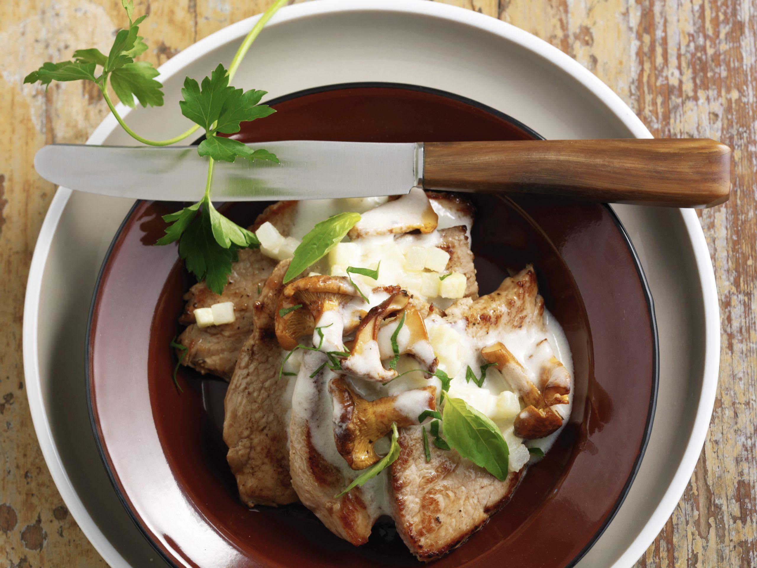 Kalbsschnitzel an Kohlrabisauce