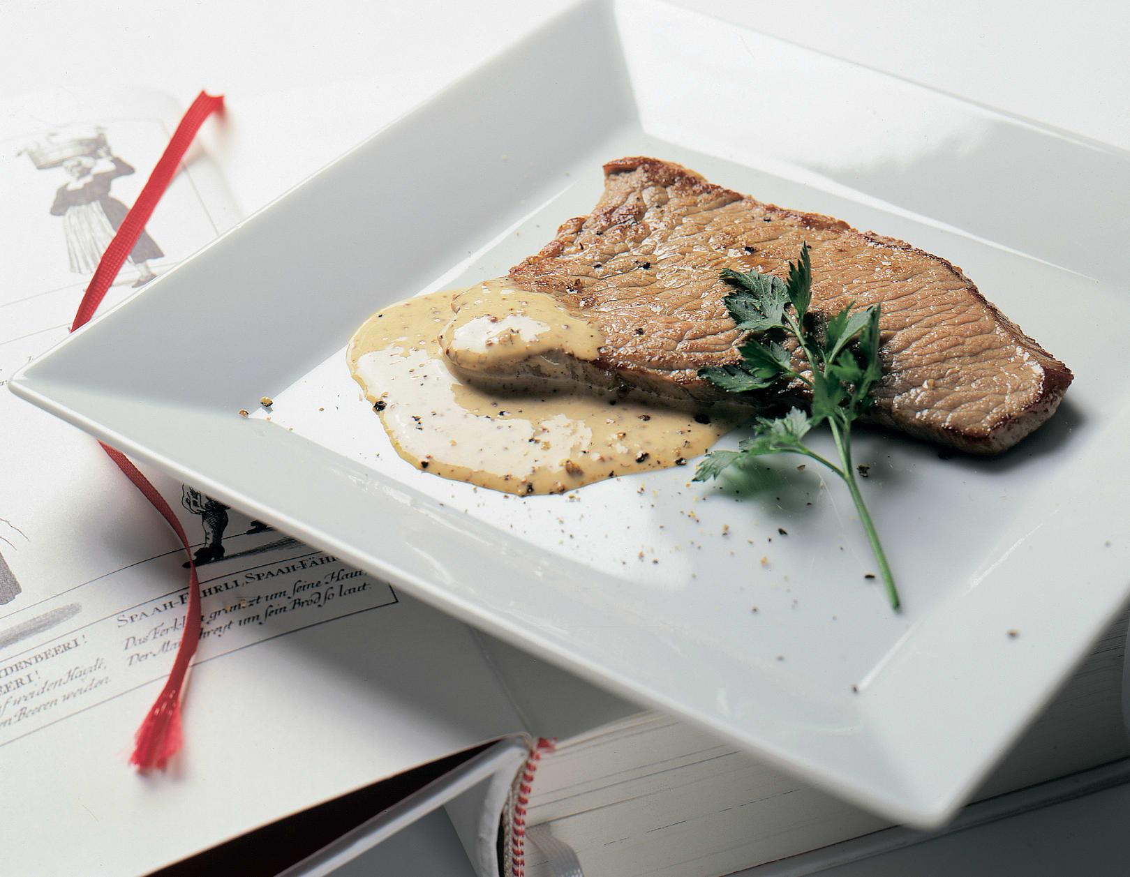 Kalbsschnitzel in Senfrahmsauce