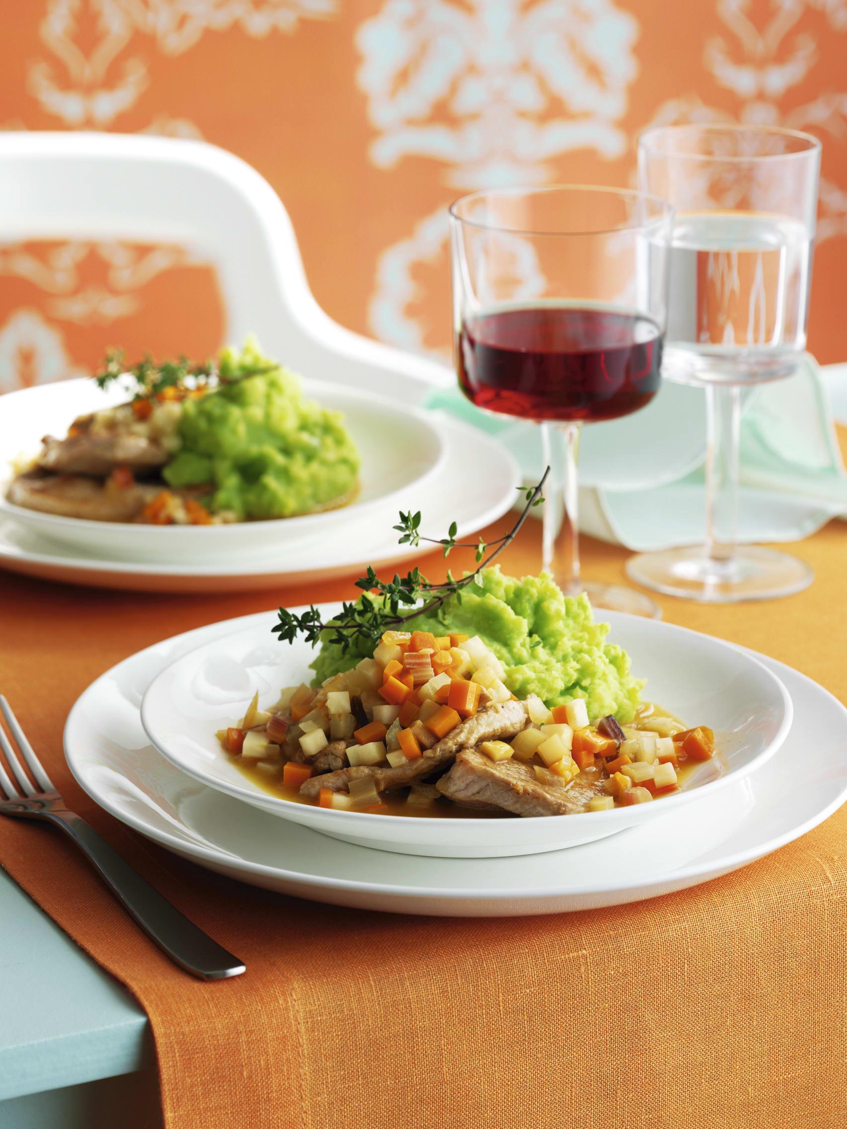 Escalopes de veau sauce aux légumes et purée de petits pois