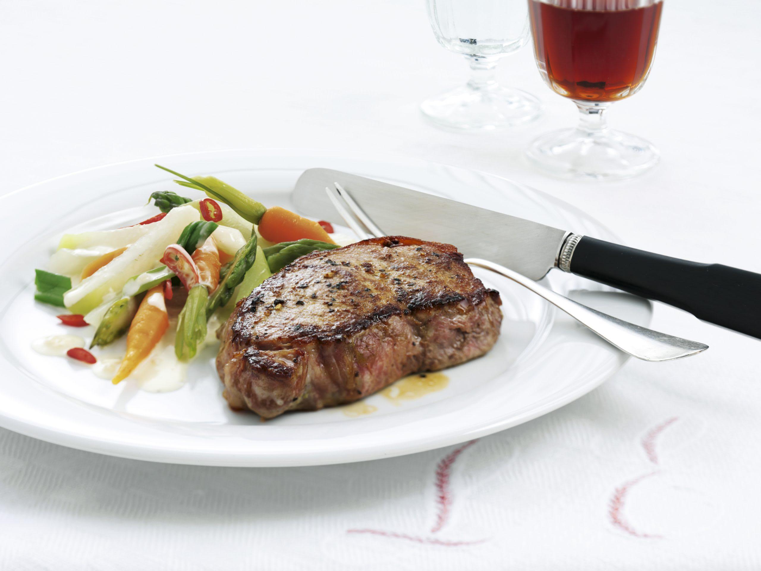Steak de veau sur lit de légumes épicés