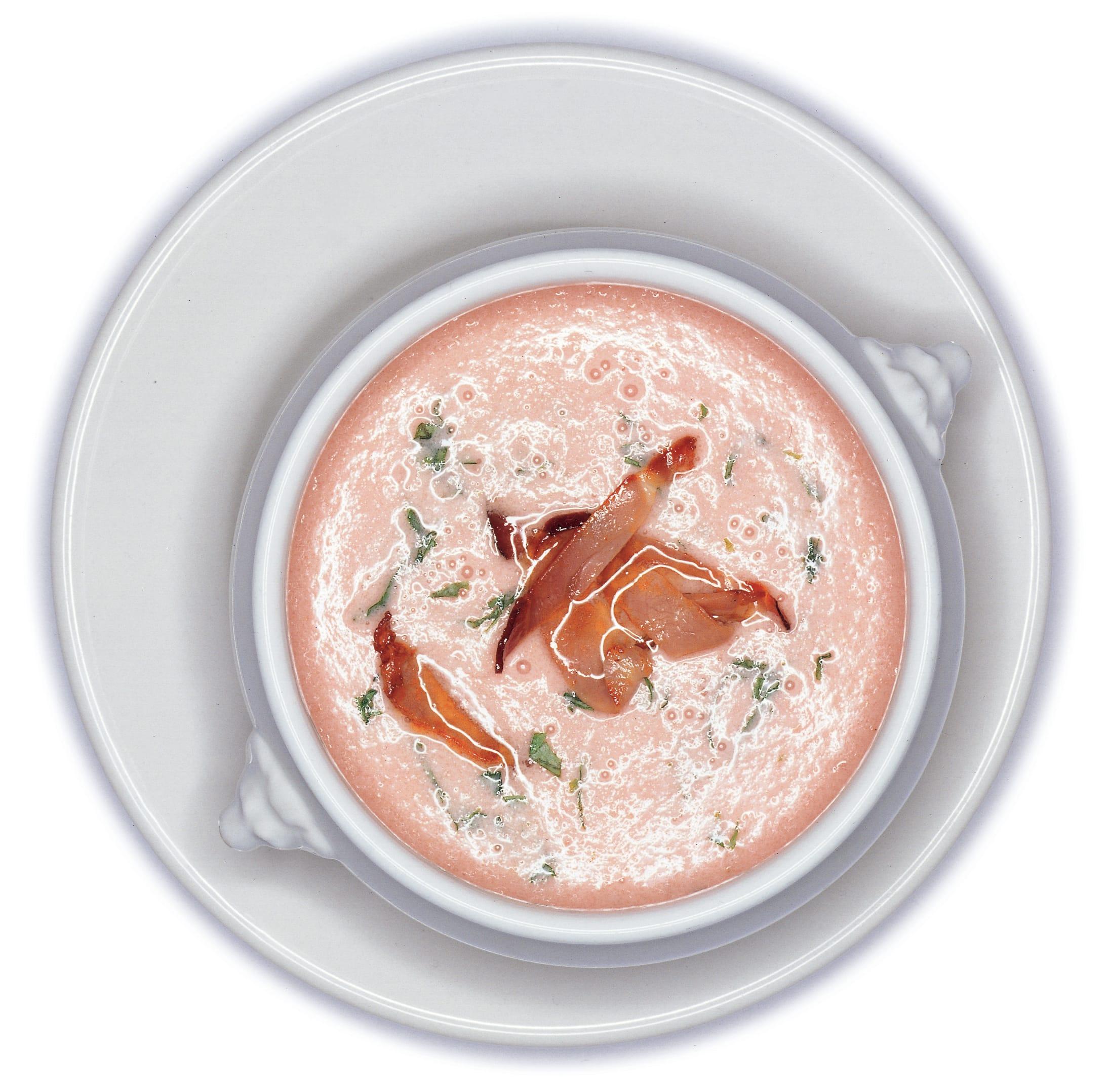 Kalte Tomaten-Melonen-Suppe mit Rohschinken