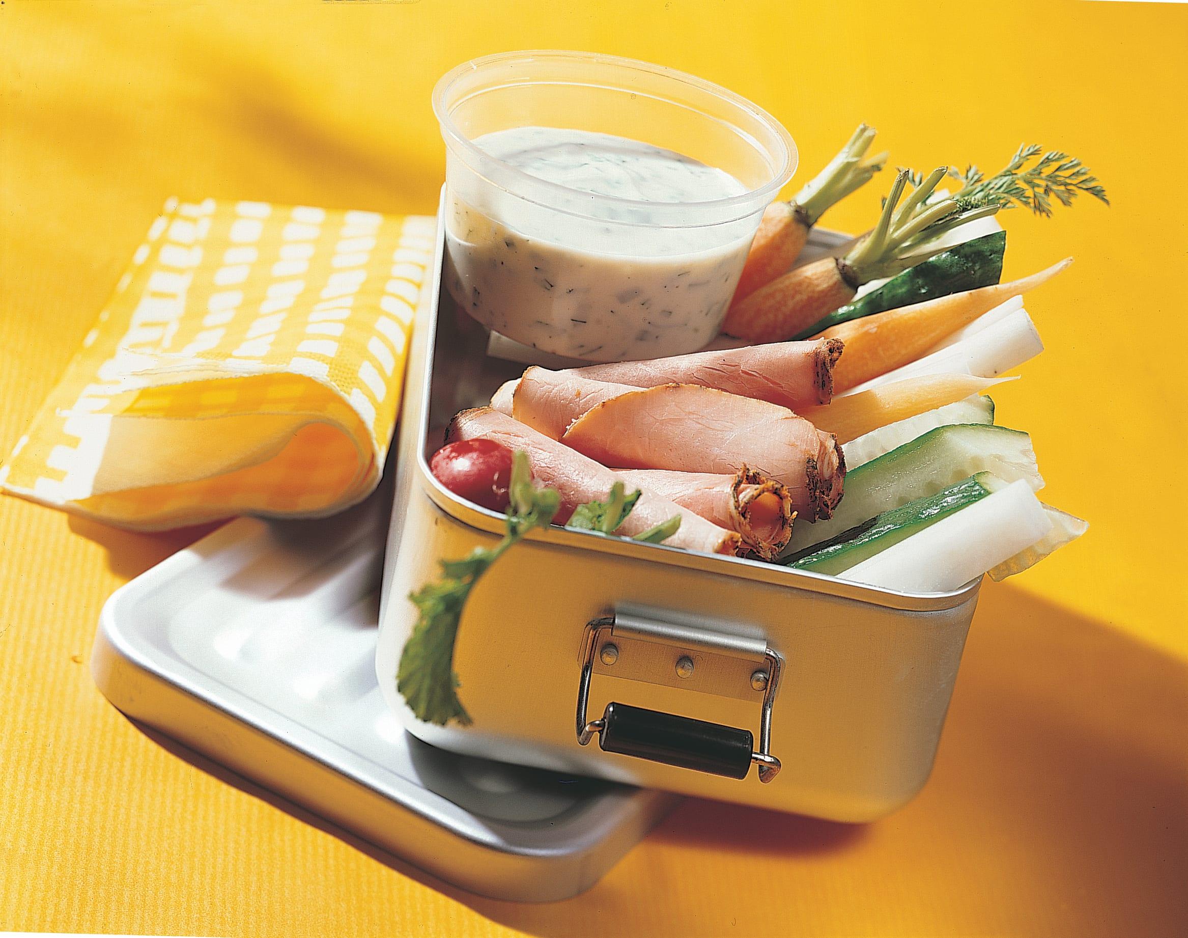 Rôti froid, légumes et dip à l'estragon