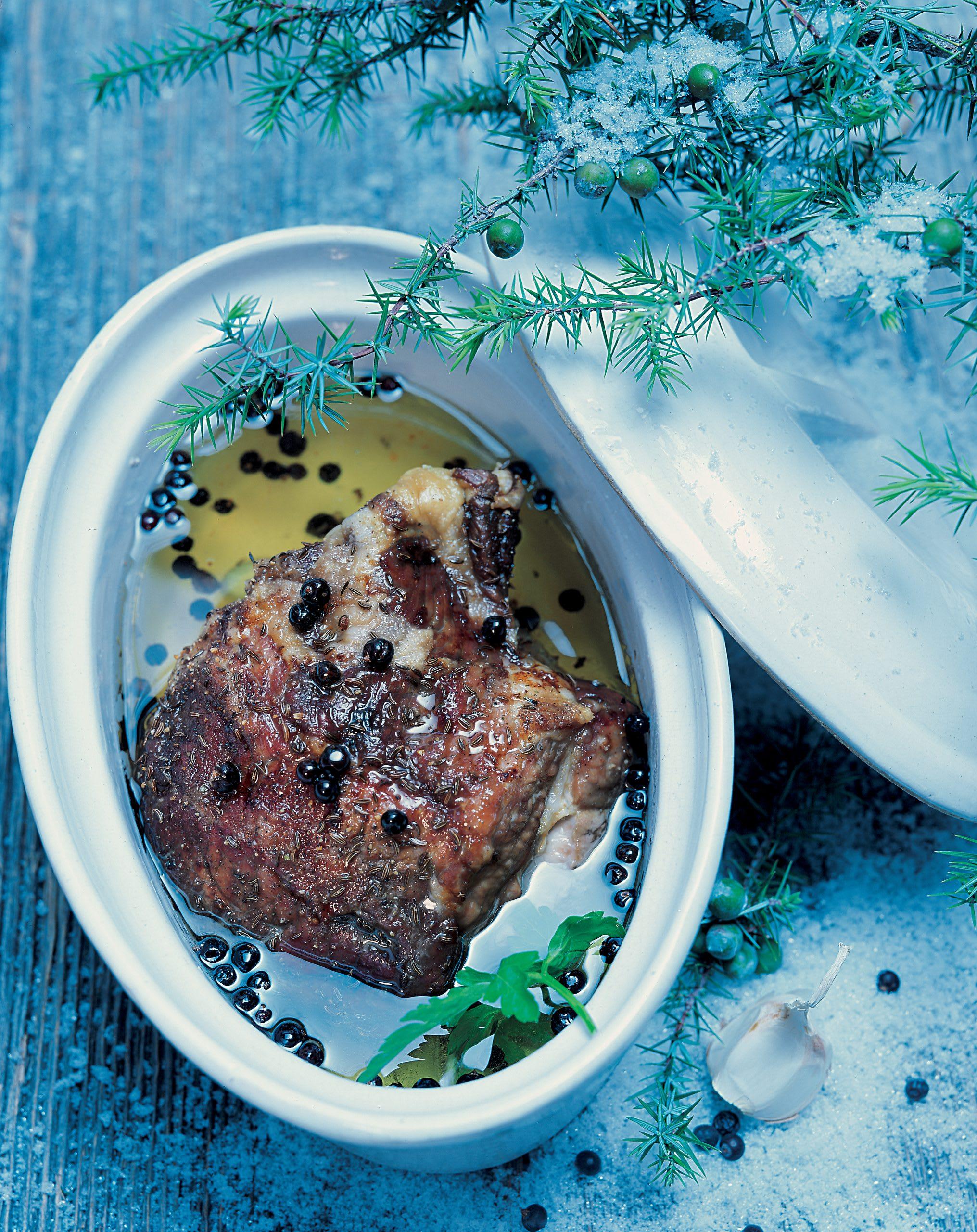 Rôti de porc froid mariné aux baies de genièvre