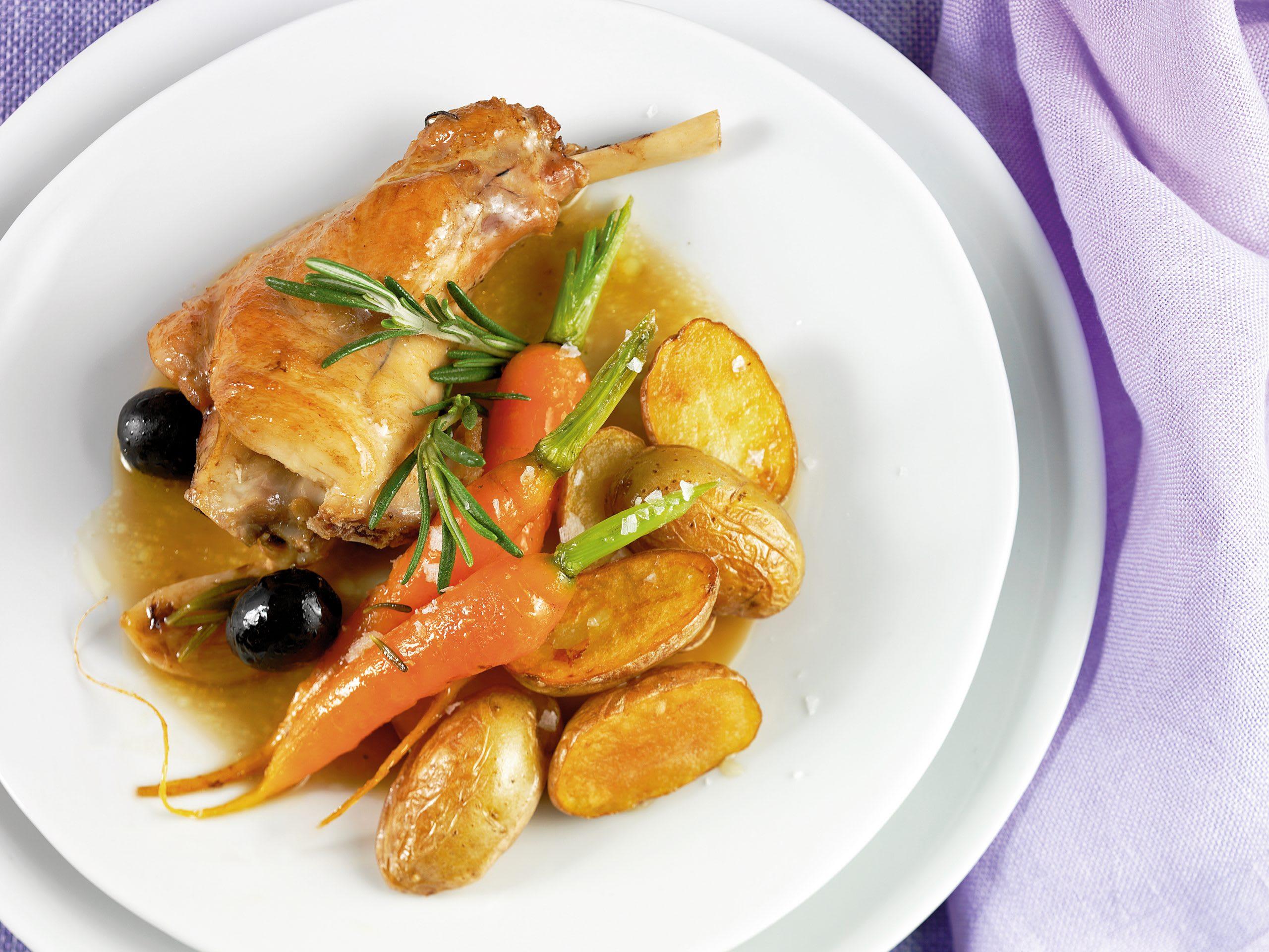 Kaninchenragout mit Bratkartoffeln
