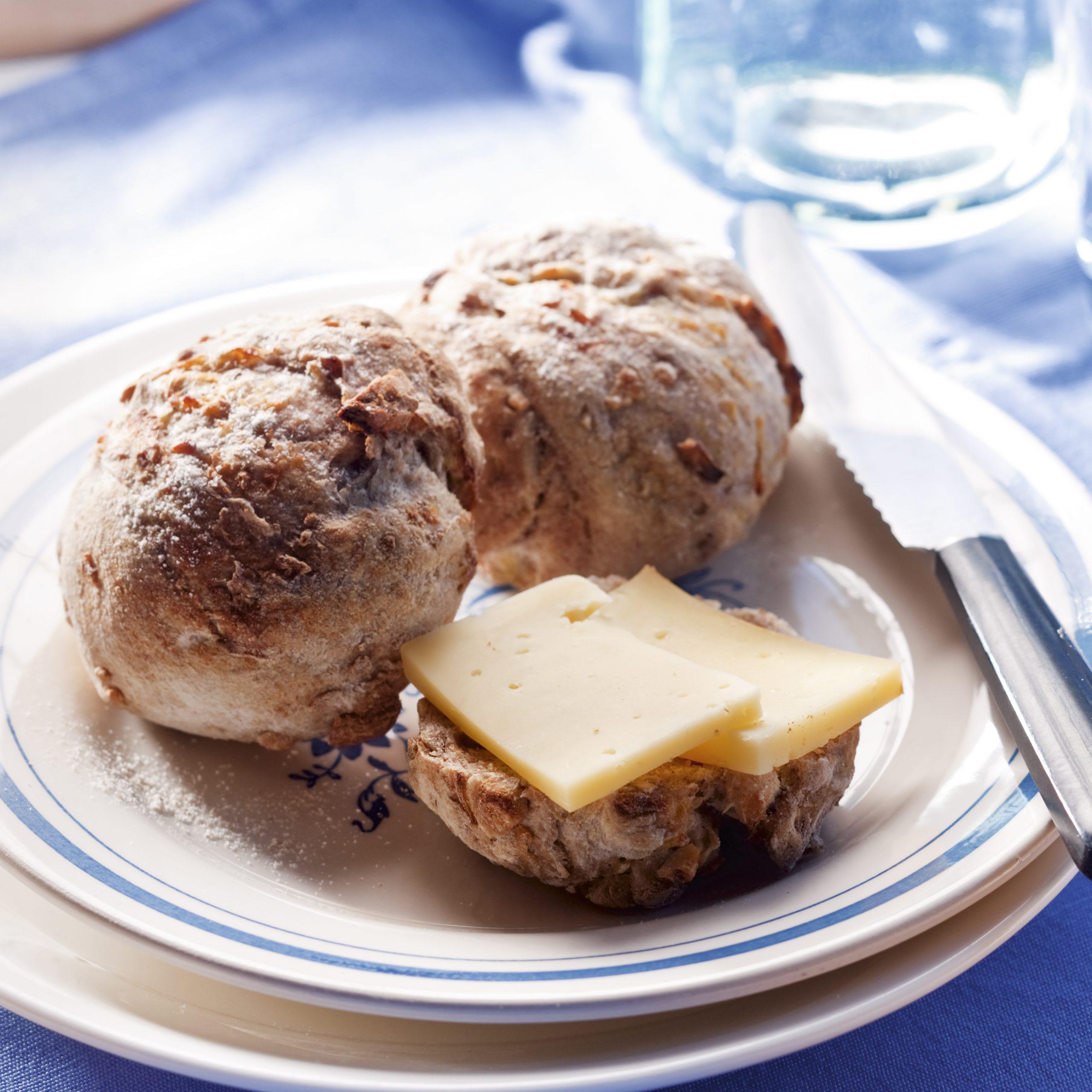 Petits pains aux pommes de terre et aux noix